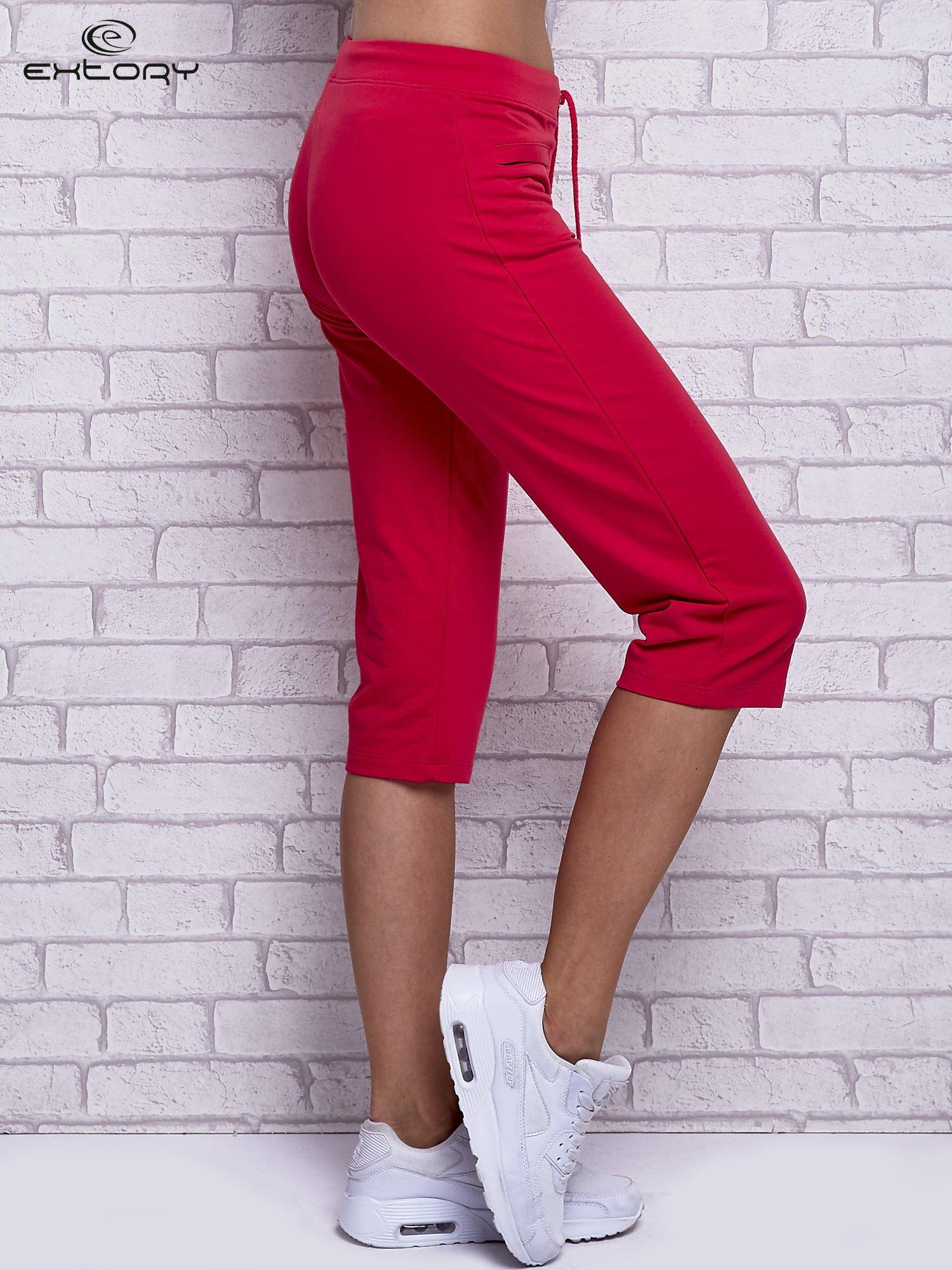 Różowe spodnie capri z wszytymi kieszonkami                                  zdj.                                  3