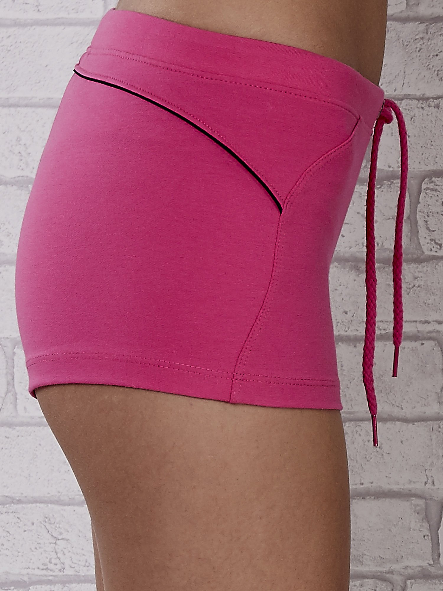 Różowe szorty sportowe z czarną wstawką                                  zdj.                                  7