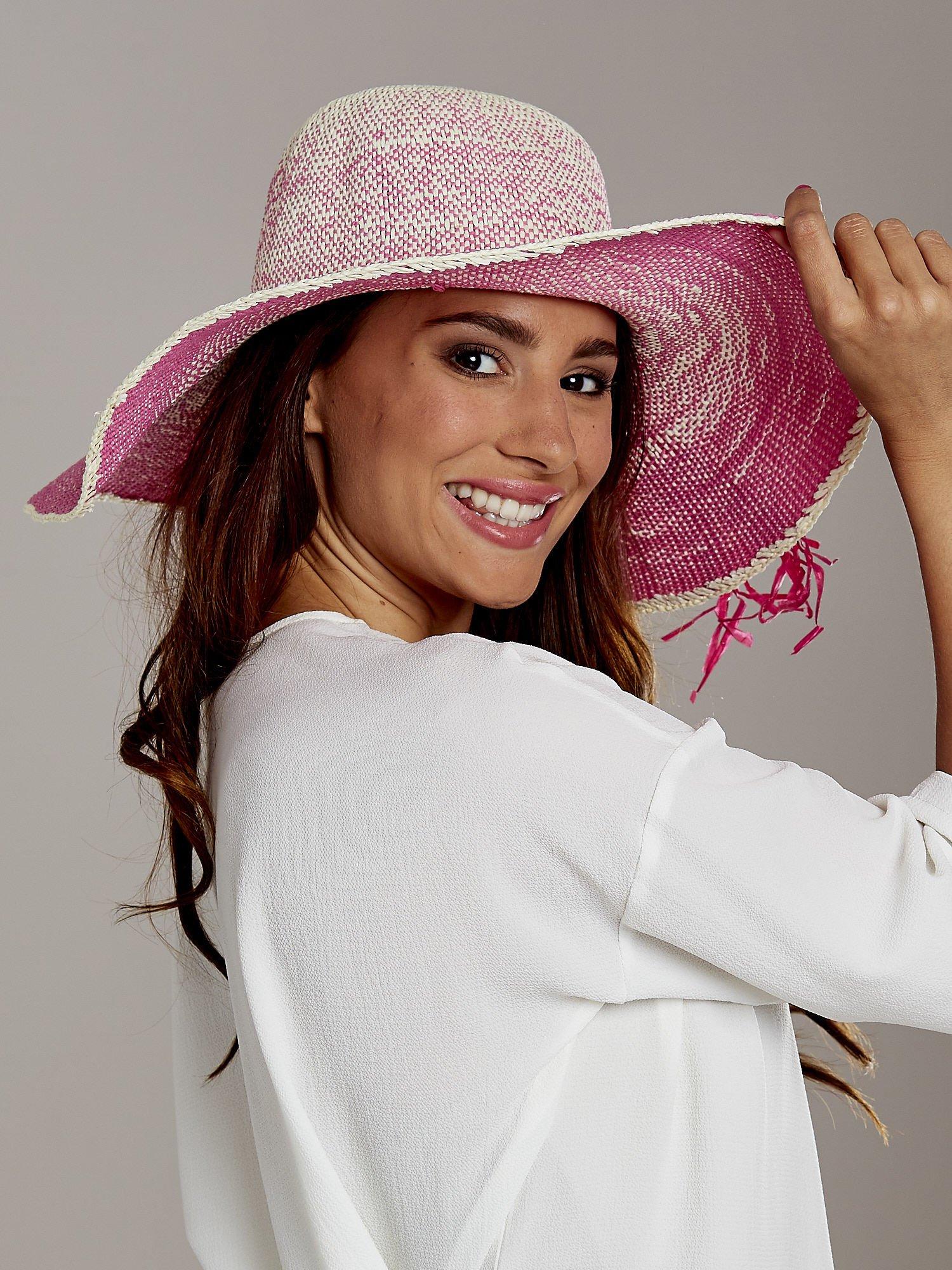 Różowy kapelusz słomiany z dużym rondem i kwiatem                                  zdj.                                  3