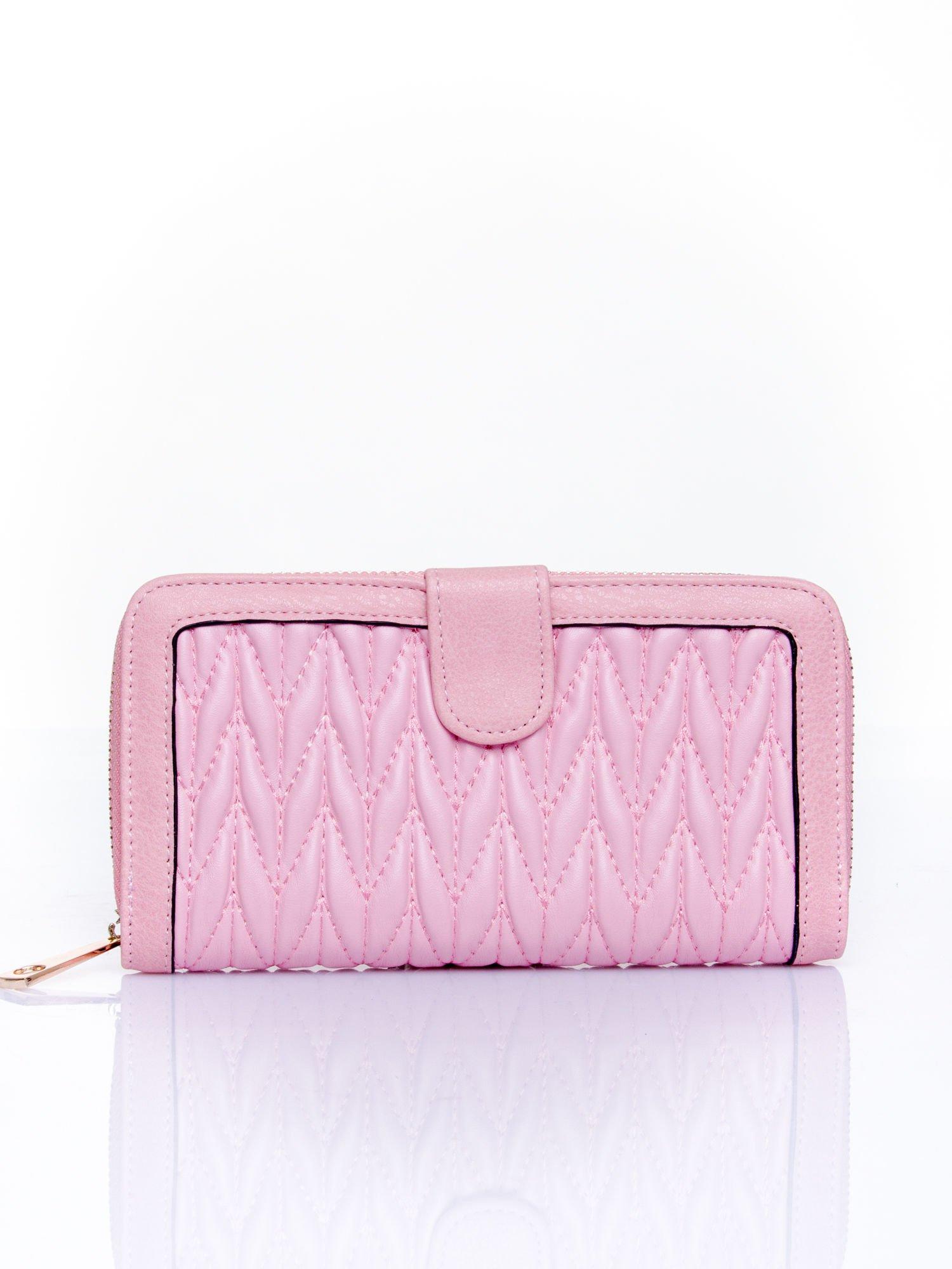Różowy pikowany portfel ze złotym suwakiem                                  zdj.                                  1