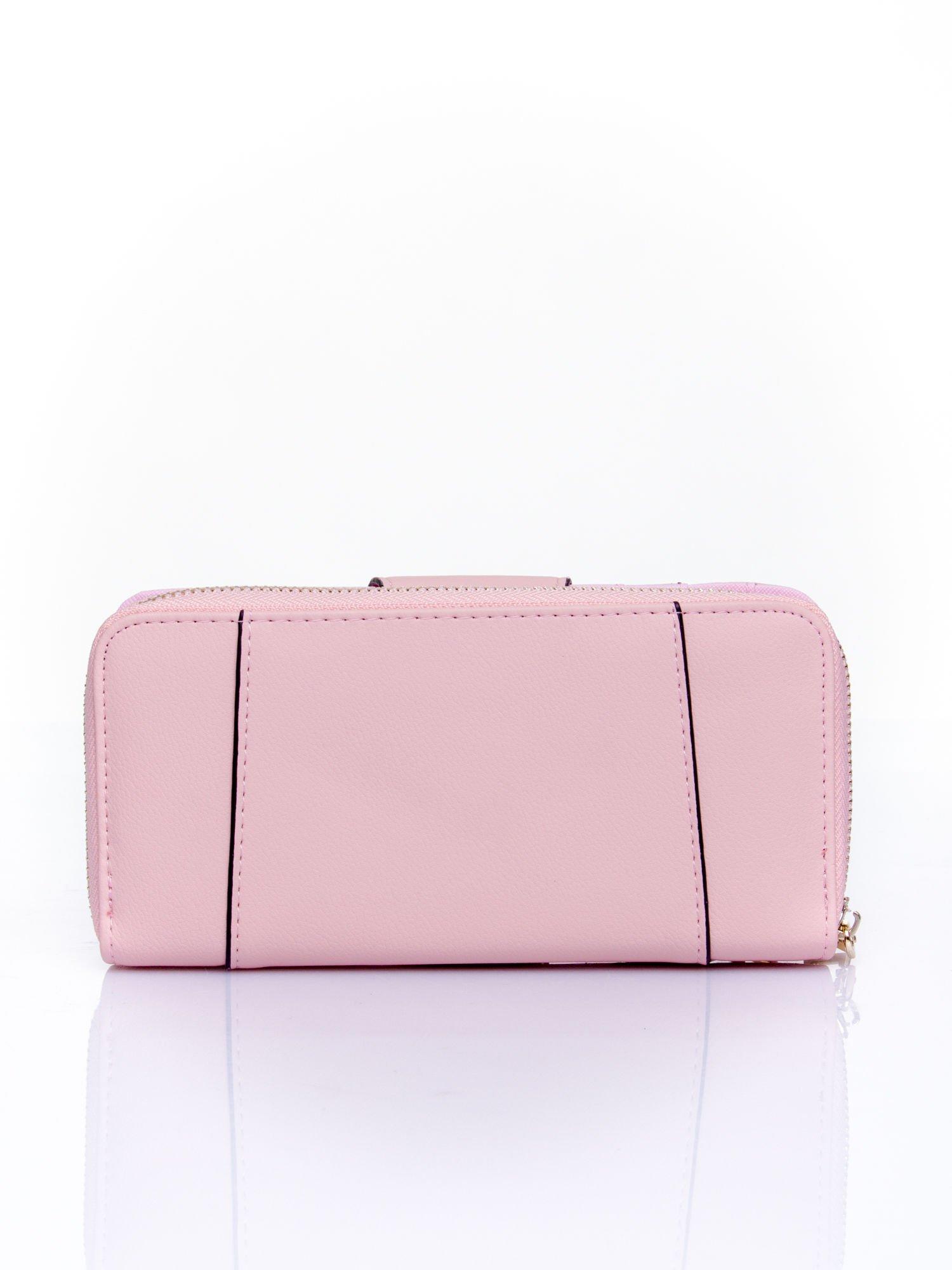 Różowy portfel ze złoconą klamrą                                  zdj.                                  2