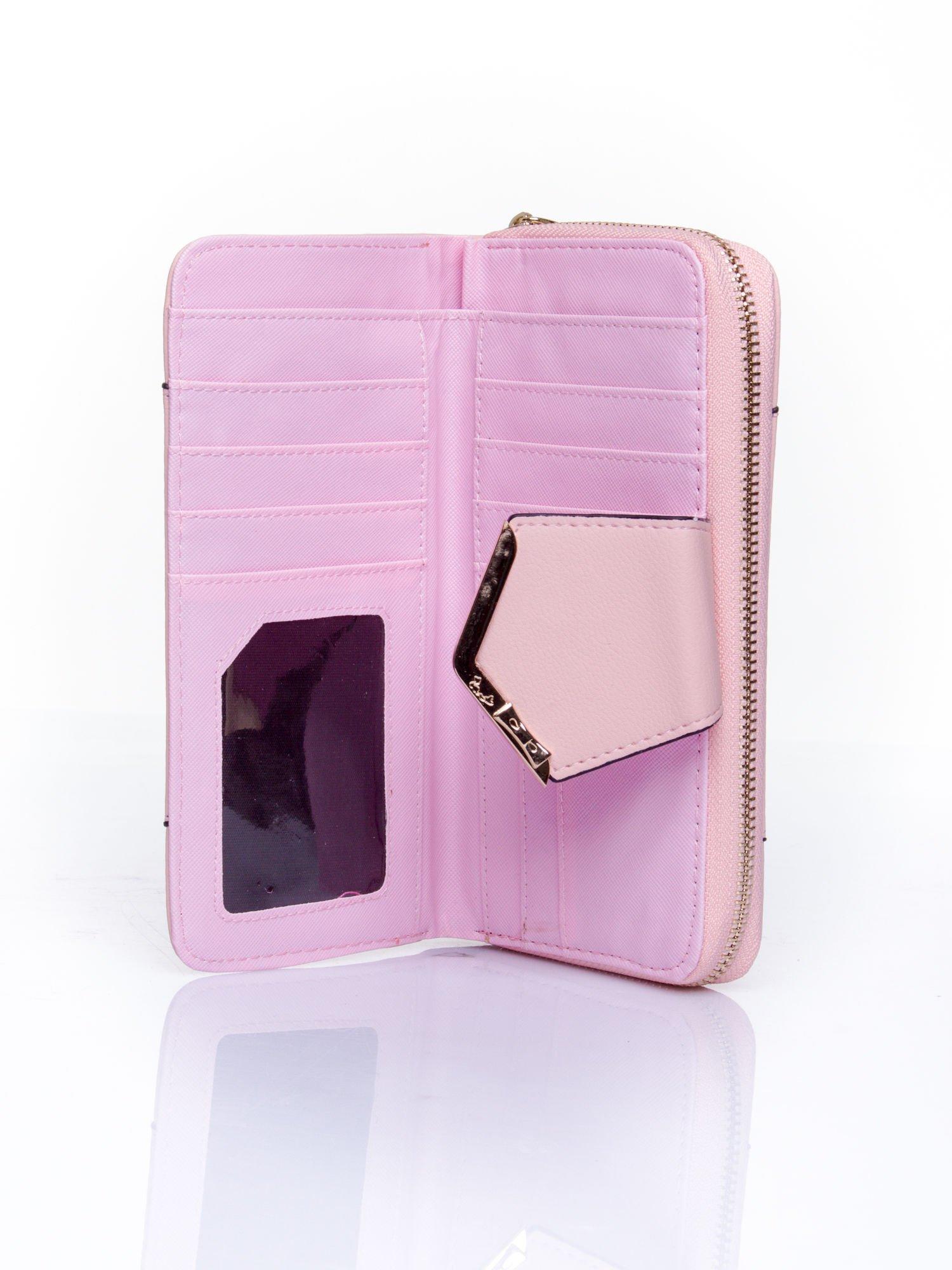 Różowy portfel ze złoconą klamrą                                  zdj.                                  4