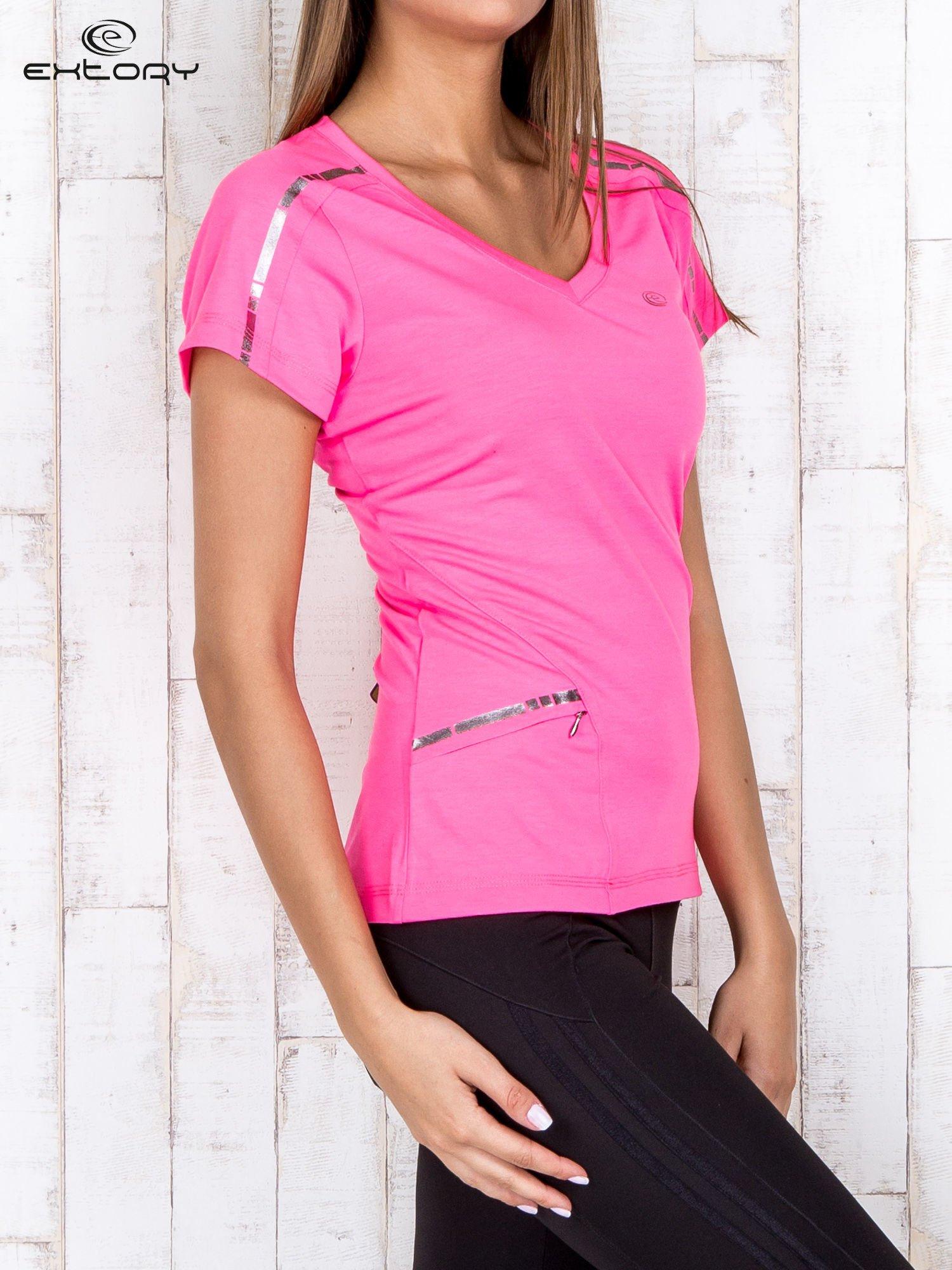 Różowy t-shirt sportowy z kieszonką i metalicznym nadrukiem                                  zdj.                                  3