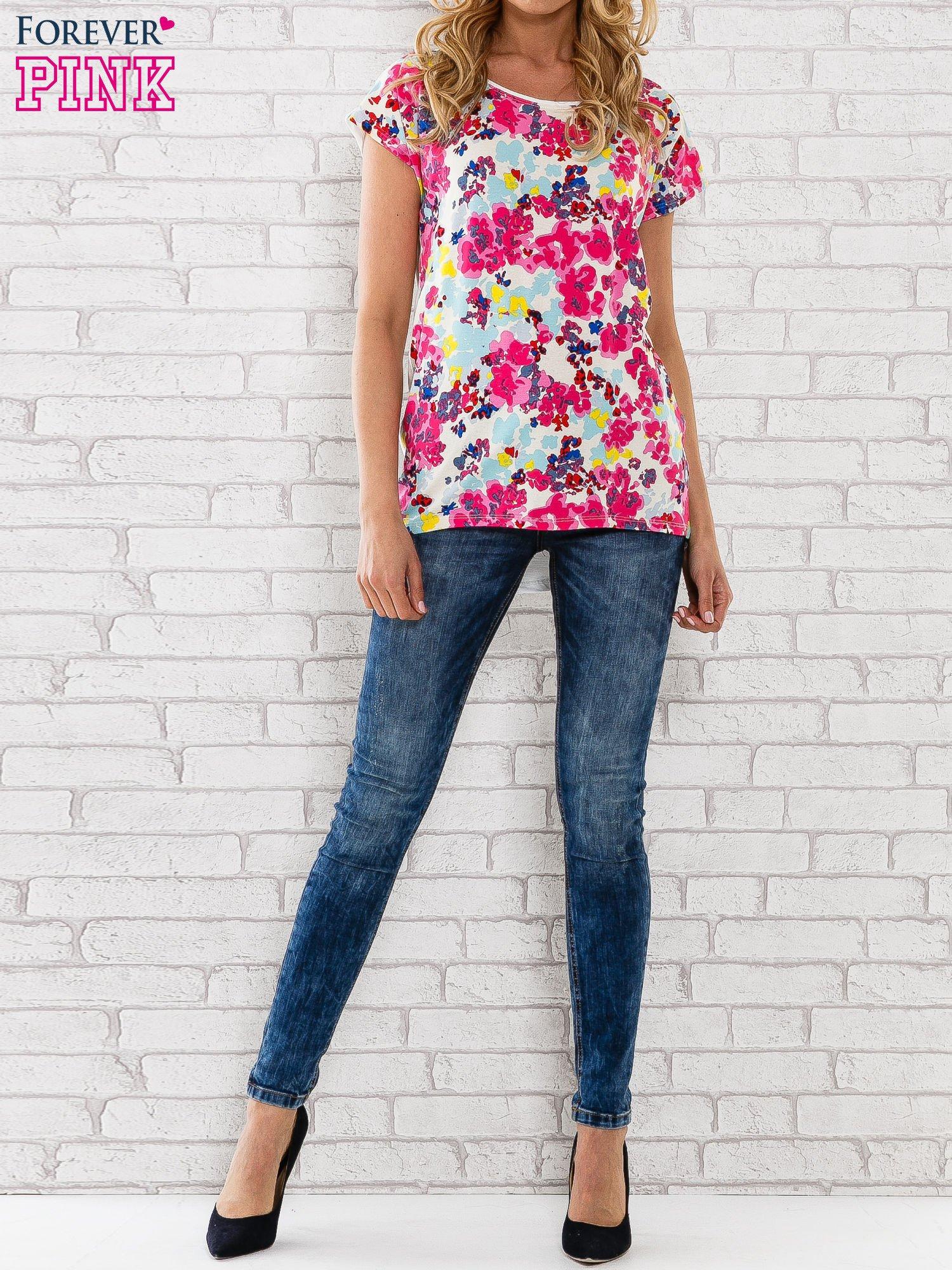 Różowy t-shirt z kwiatowym wzorem                                  zdj.                                  6