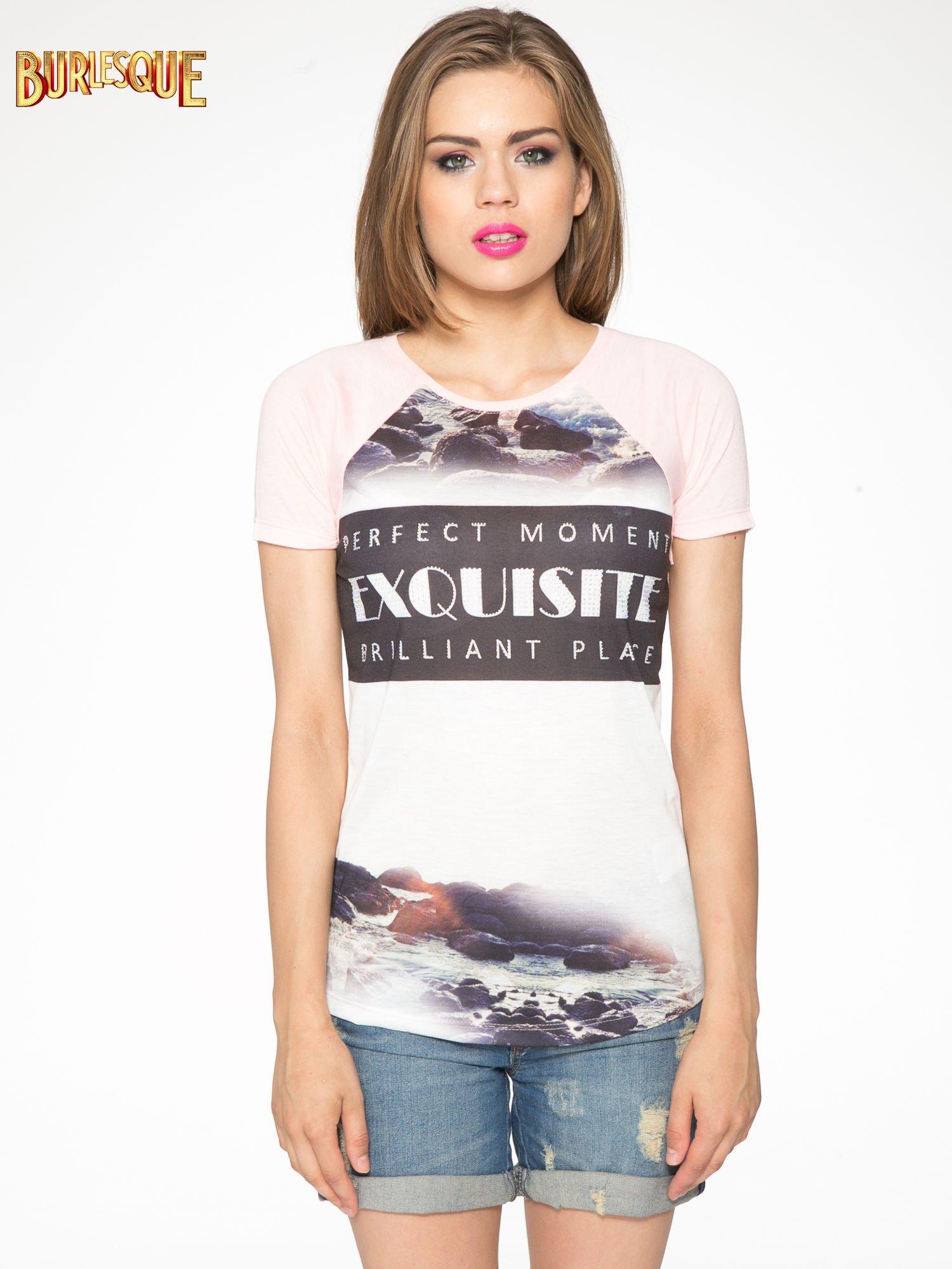 Różowy t-shirt z nadrukiem pejzażu i napisem EXQUISTE z dżetami                                  zdj.                                  10
