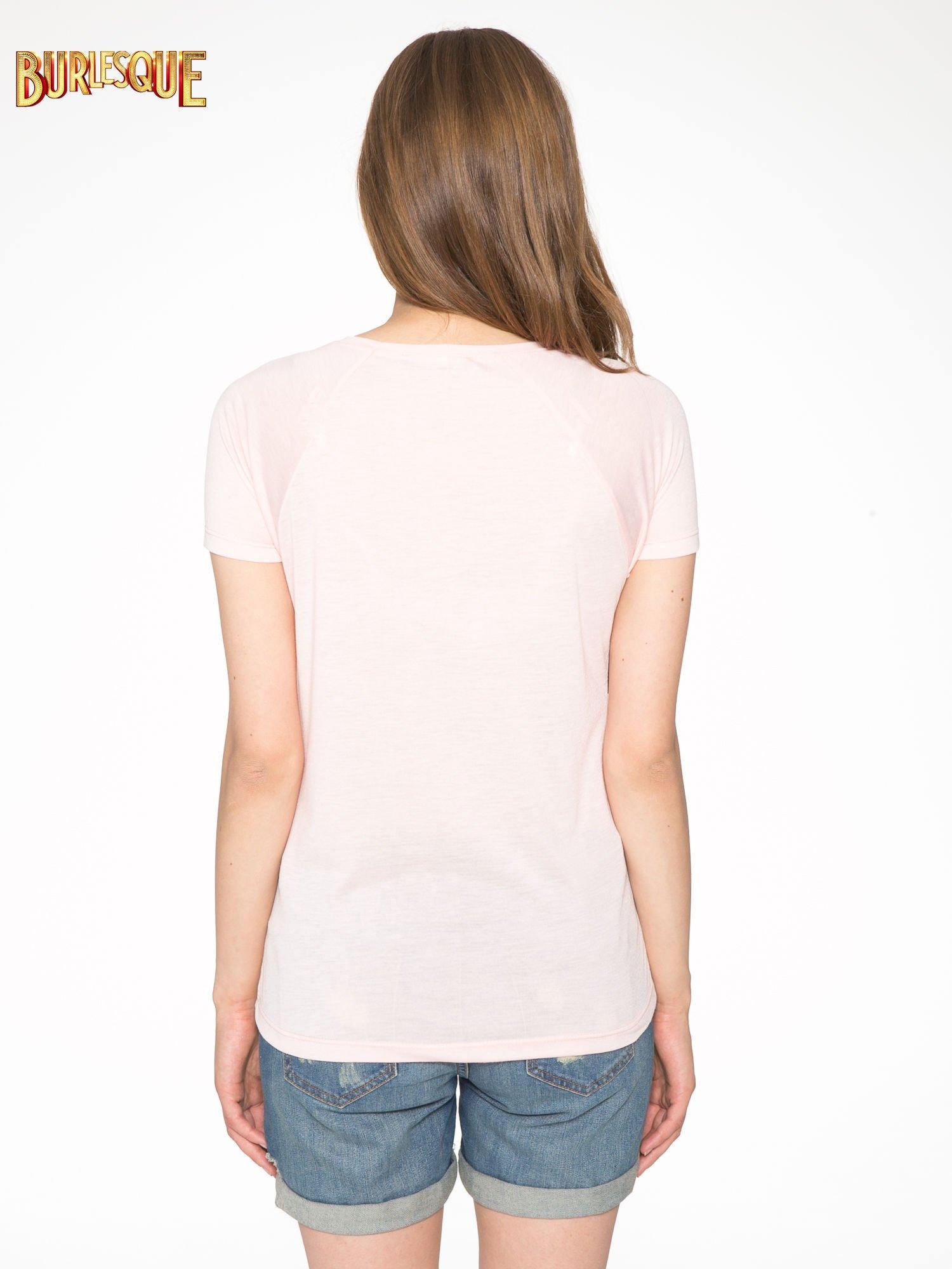 Różowy t-shirt z nadrukiem pejzażu i napisem EXQUISTE z dżetami                                  zdj.                                  4