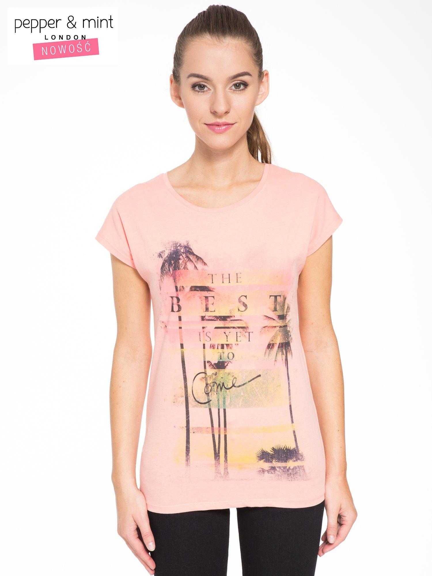 Rózowy t-shirt z napisem THE BEST IS YET TO COME                                  zdj.                                  1