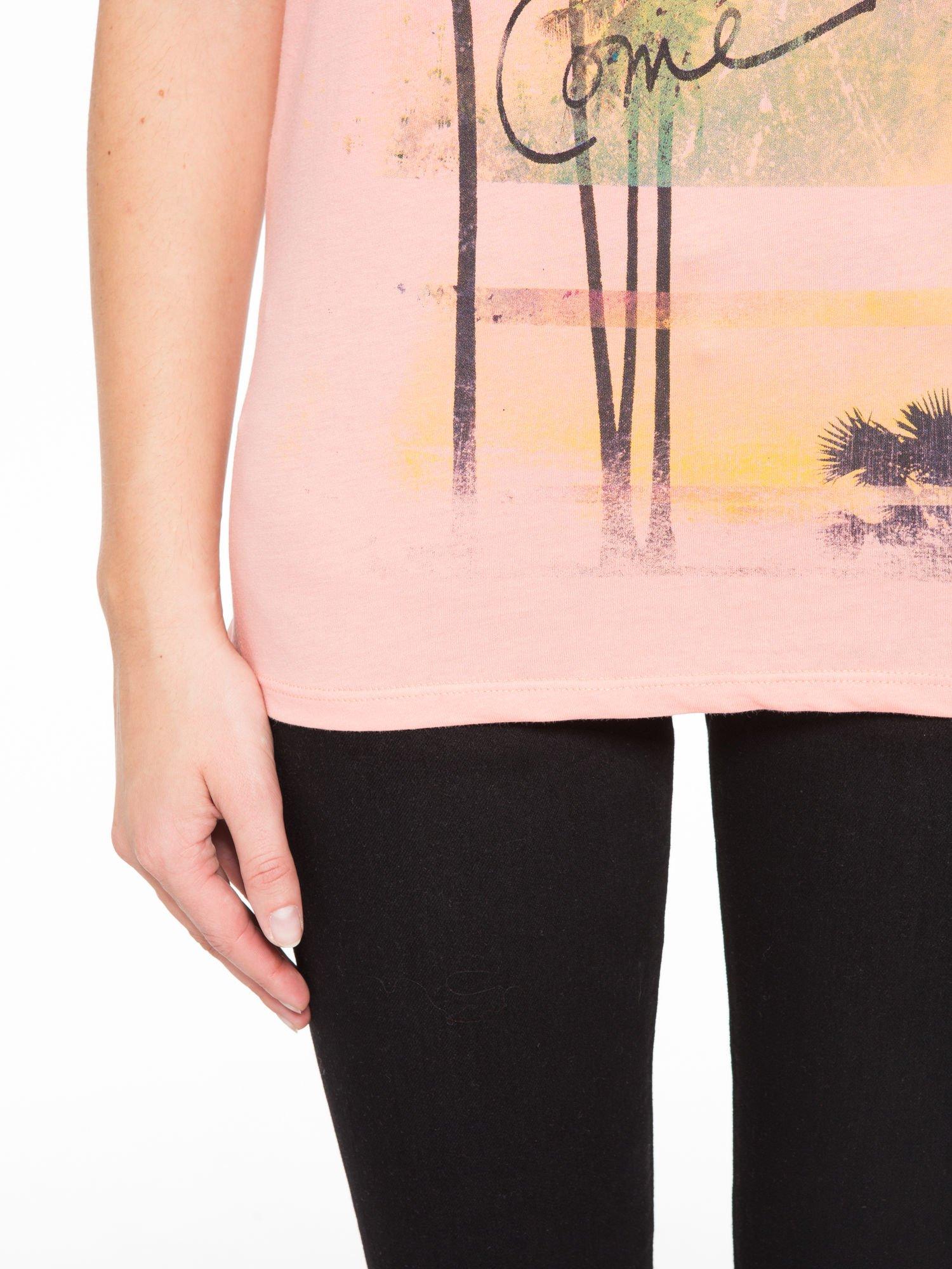 Rózowy t-shirt z napisem THE BEST IS YET TO COME                                  zdj.                                  6