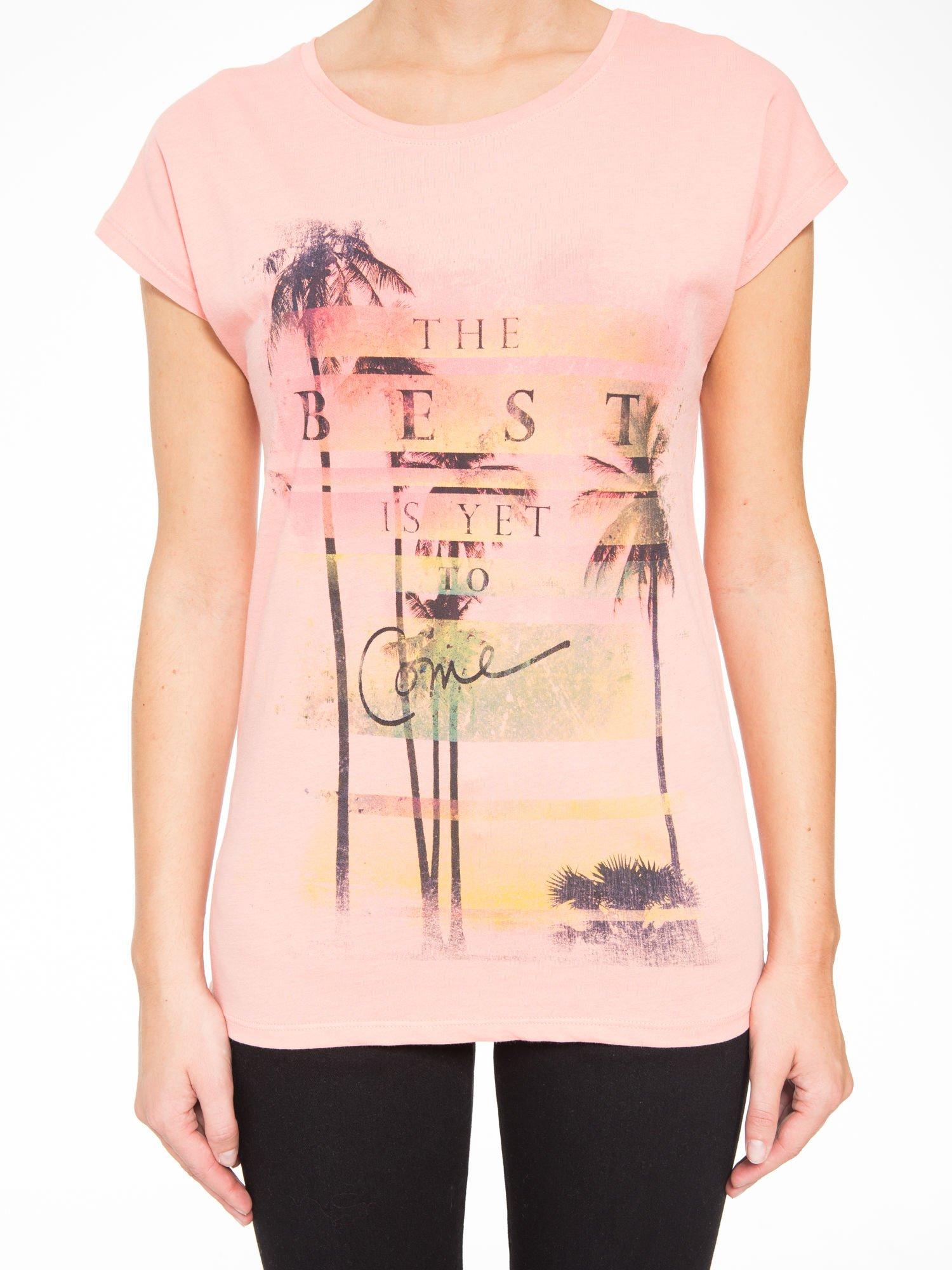 Rózowy t-shirt z napisem THE BEST IS YET TO COME                                  zdj.                                  7