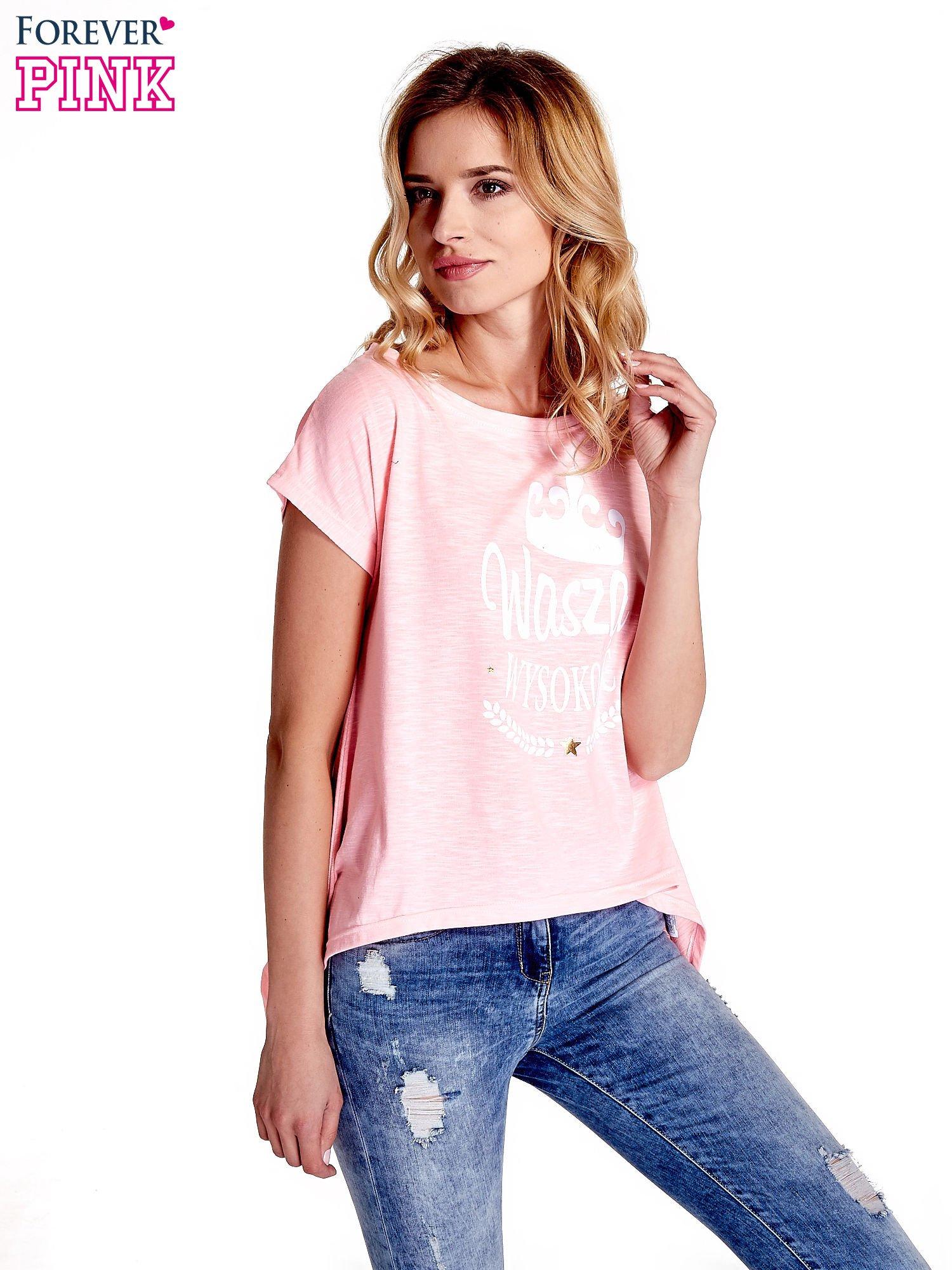 Różowy t-shirt z napisem WASZA WYSOKOŚĆ                                  zdj.                                  1
