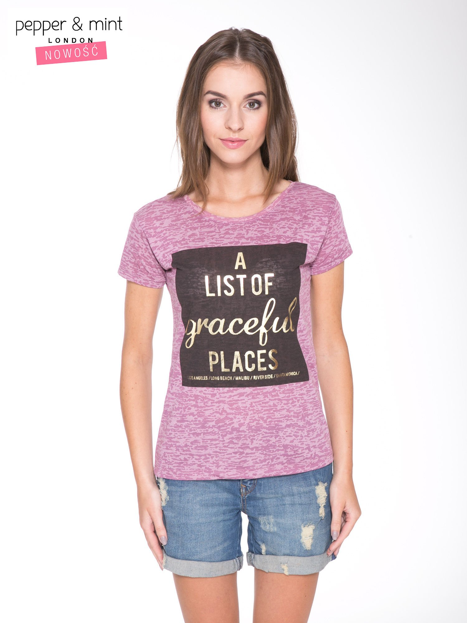 Różowy t-shirt ze złotym napisem A LIST OF GRACEFUL PLACES                                  zdj.                                  1