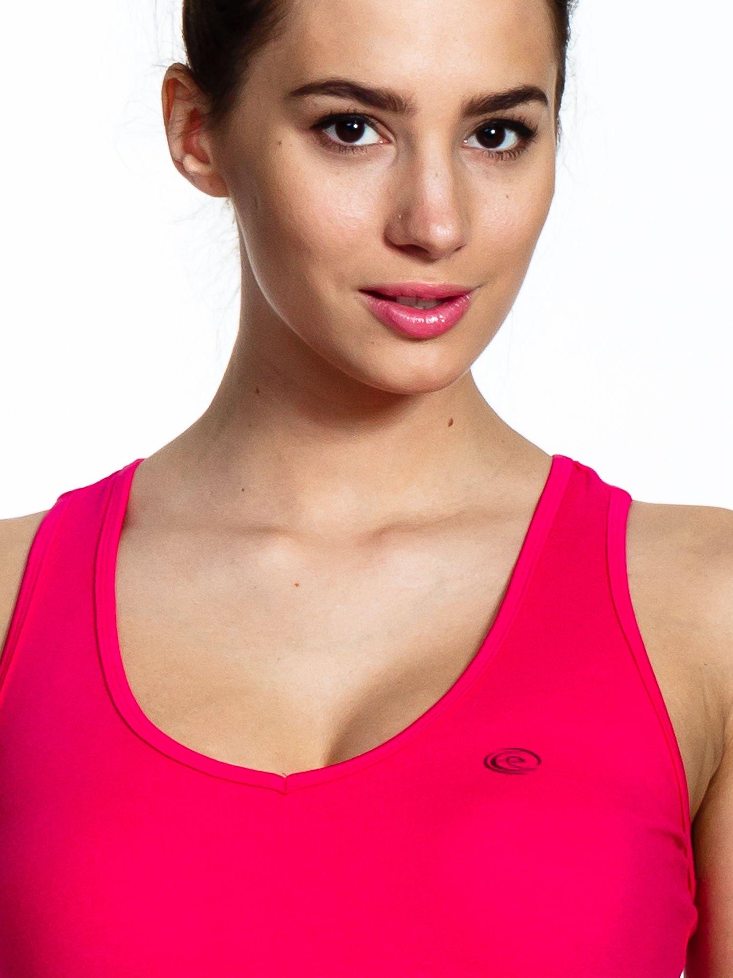 Różowy top sportowy z dekoltem na plecach                                  zdj.                                  4