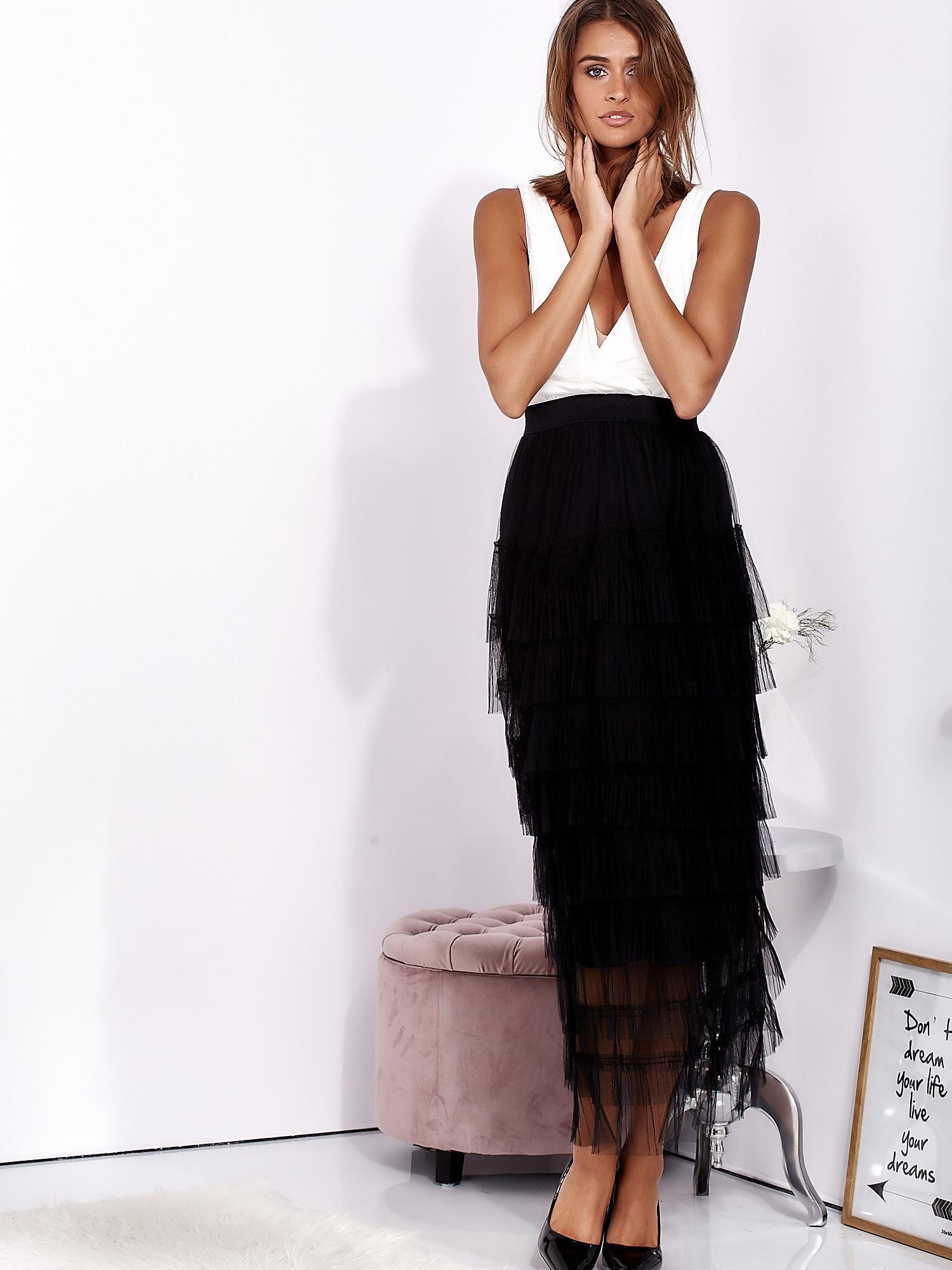 83a7392272 Biało-czarna sukienka maxi z plisowanymi falbanami - Sukienka wieczorowa -  sklep eButik.pl