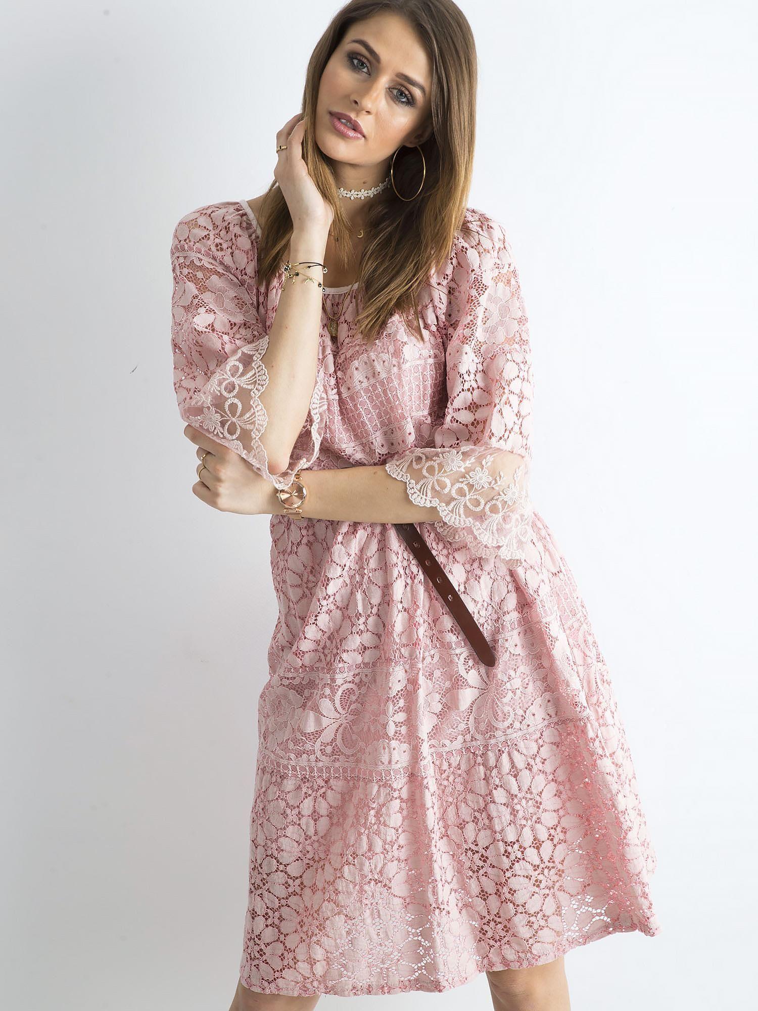 2b8a8bb78c Jasnoróżowa sukienka z kwiatowymi wzorami - Sukienka na co dzień ...