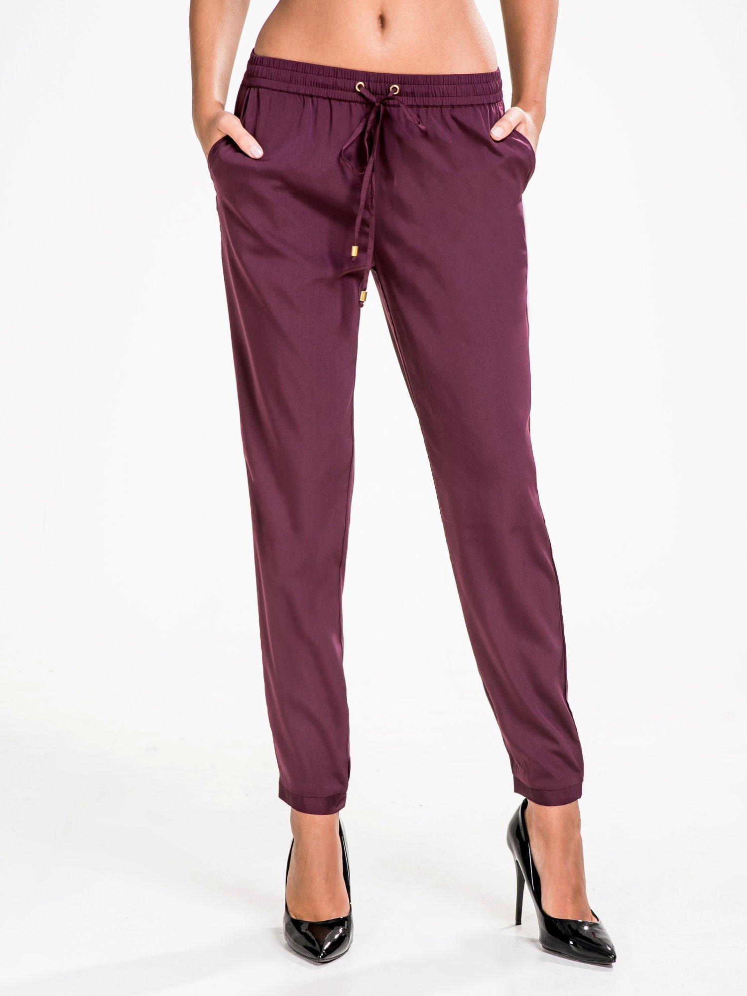 STRADIVARIUS Burgundowe spodnie z lejącej tkaniny z kieszeniami                                  zdj.                                  1