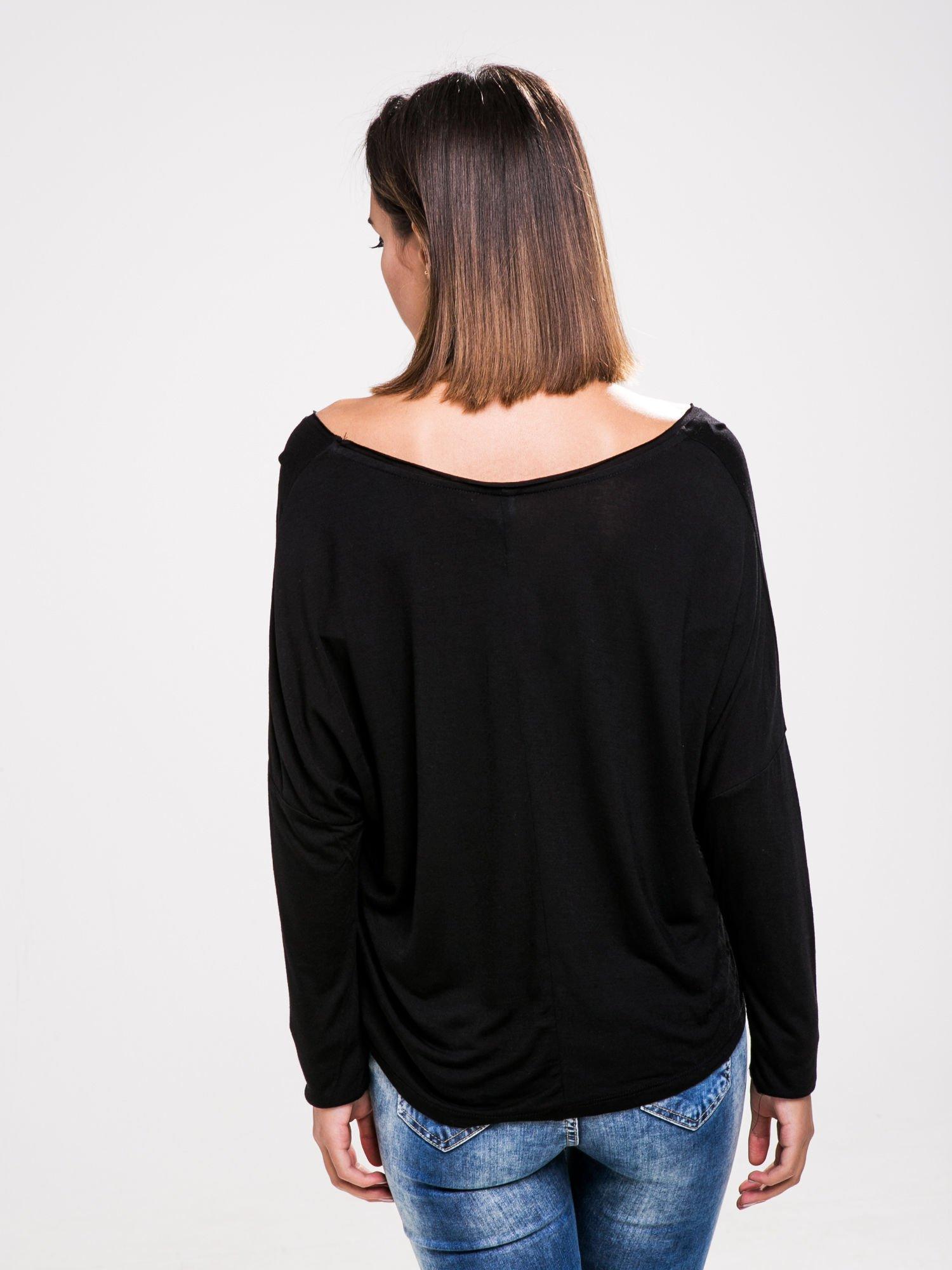 STRADIVARIUS Czarna bluzka z napisem BAD GIRLS HAVE MORE FUN                                  zdj.                                  2