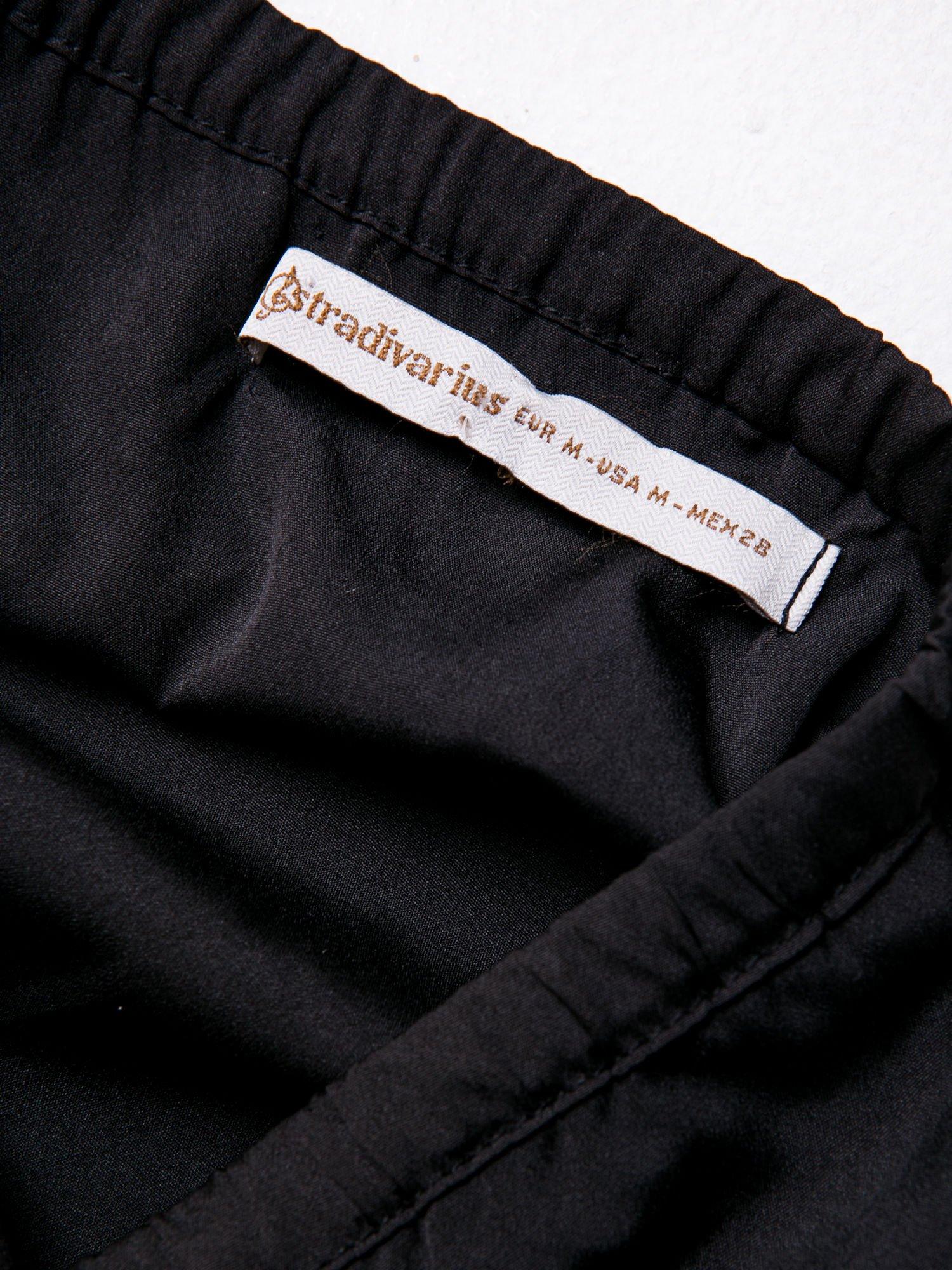 STRADIVARIUS Czarny kombinezon z szeroką nogawką                                  zdj.                                  3