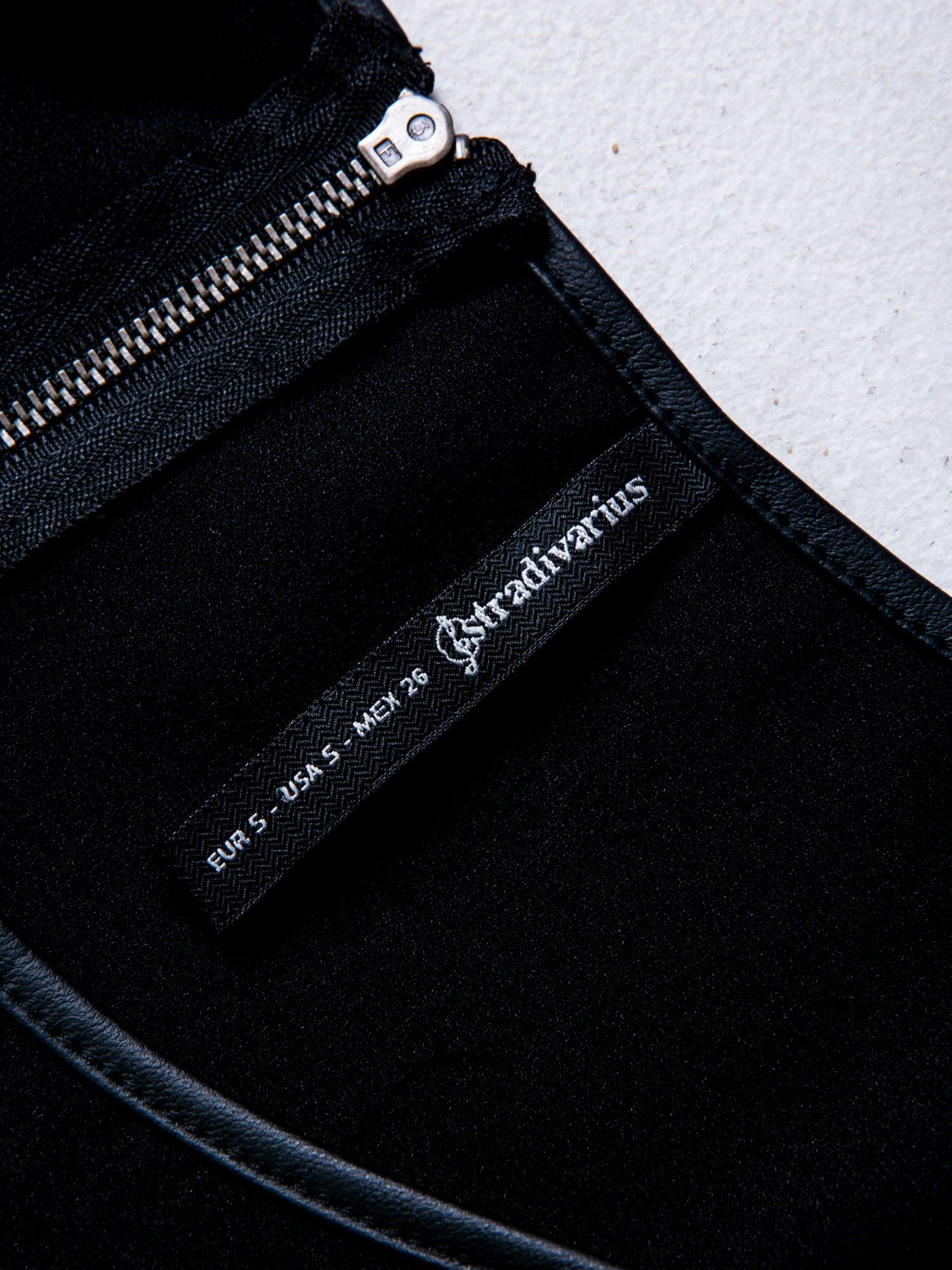 STRADIVARIUS Czarny t-shirt ze wstawkami z siateczki                                  zdj.                                  3