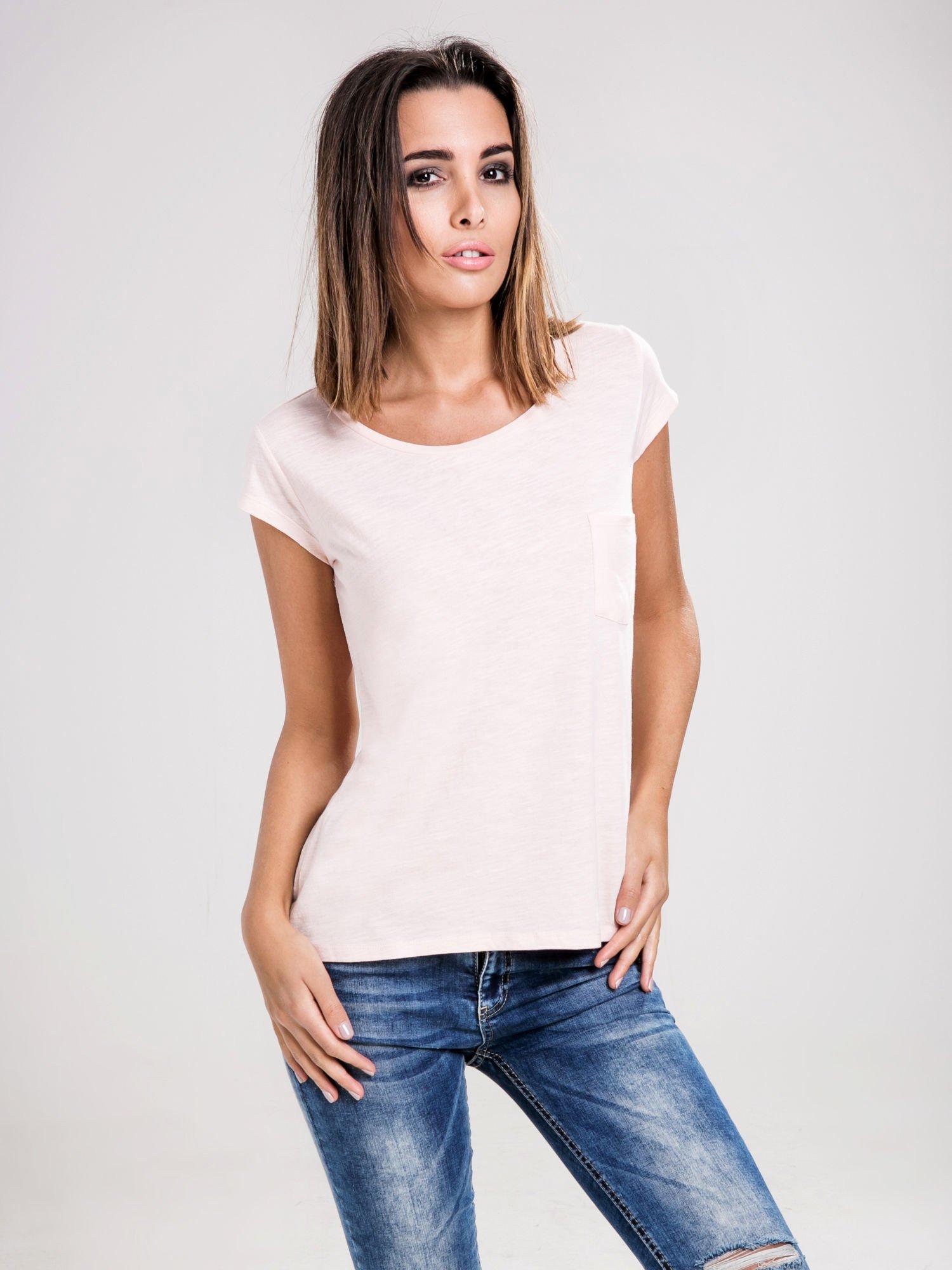 STRADIVARIUS Różowy t-shirt basic z kieszonką                                  zdj.                                  1