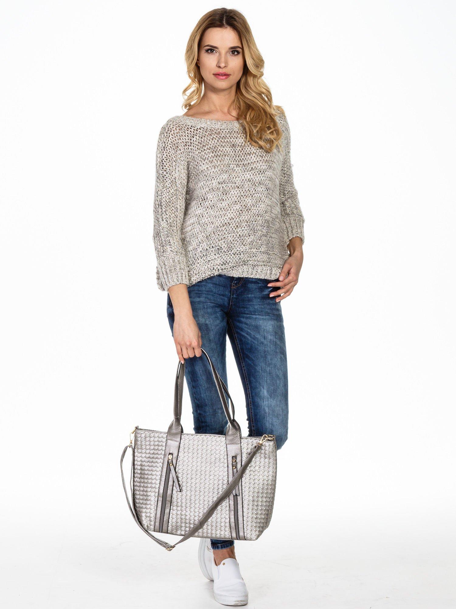 Srebrna pleciona torebka z suwakami                                  zdj.                                  2