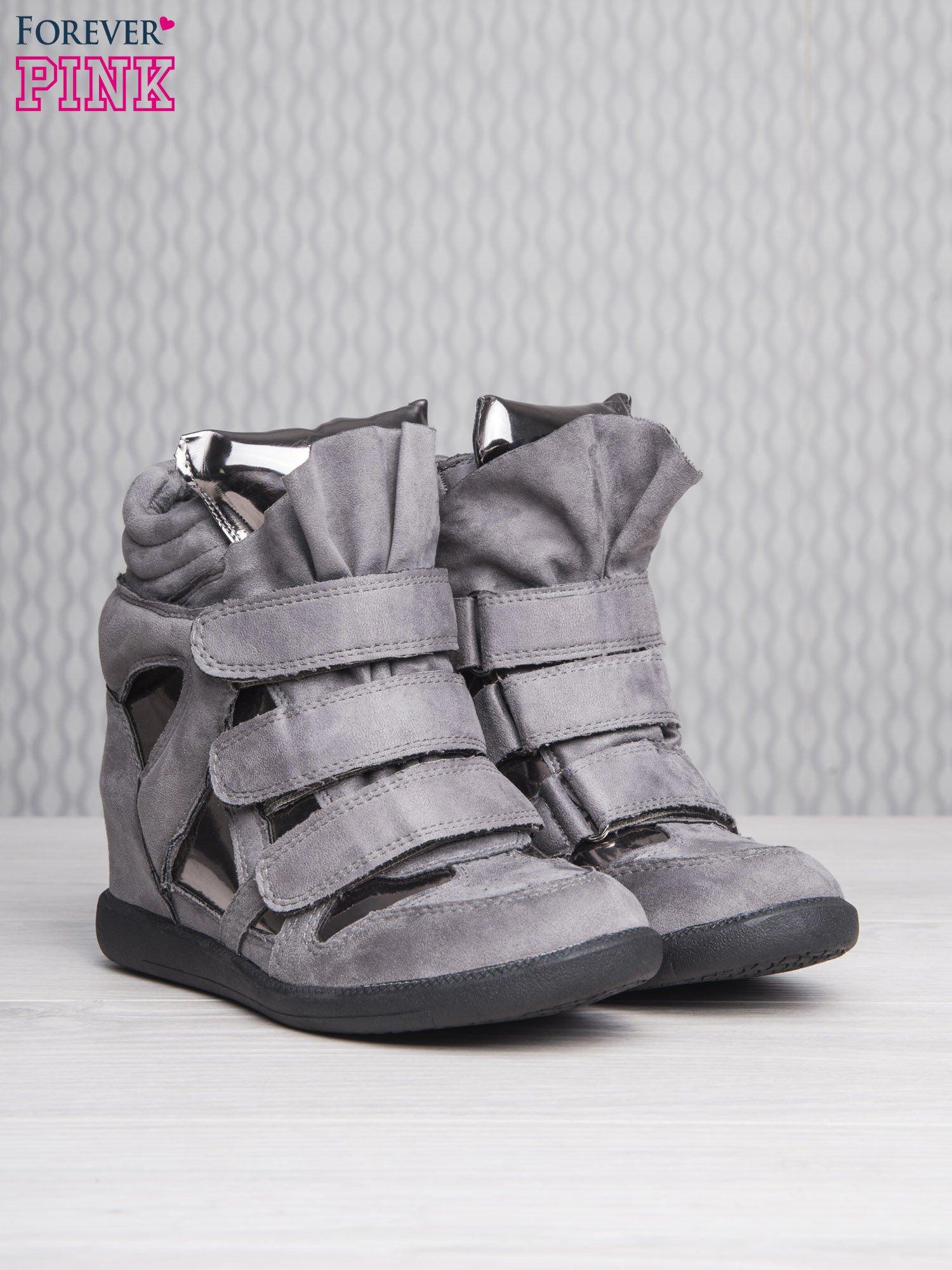Srebrne zamszowe sneakersy damskie na rzepy Verity z lustrzanymi wstawkami                                  zdj.                                  3