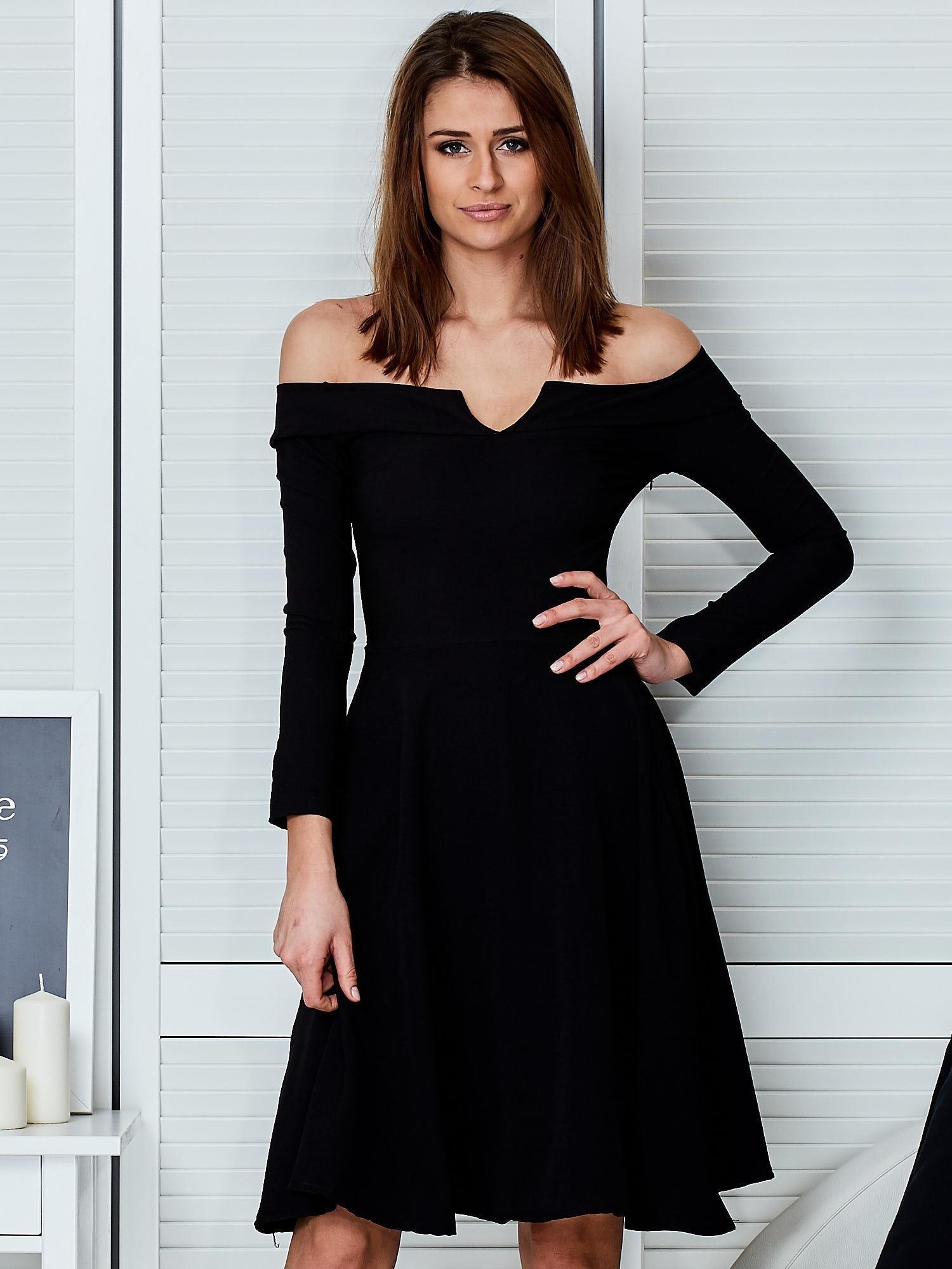 e45527d840 Sukienka czarna z odkrytymi ramionami i wycięciem - Sukienka koktajlowa -  sklep eButik.pl