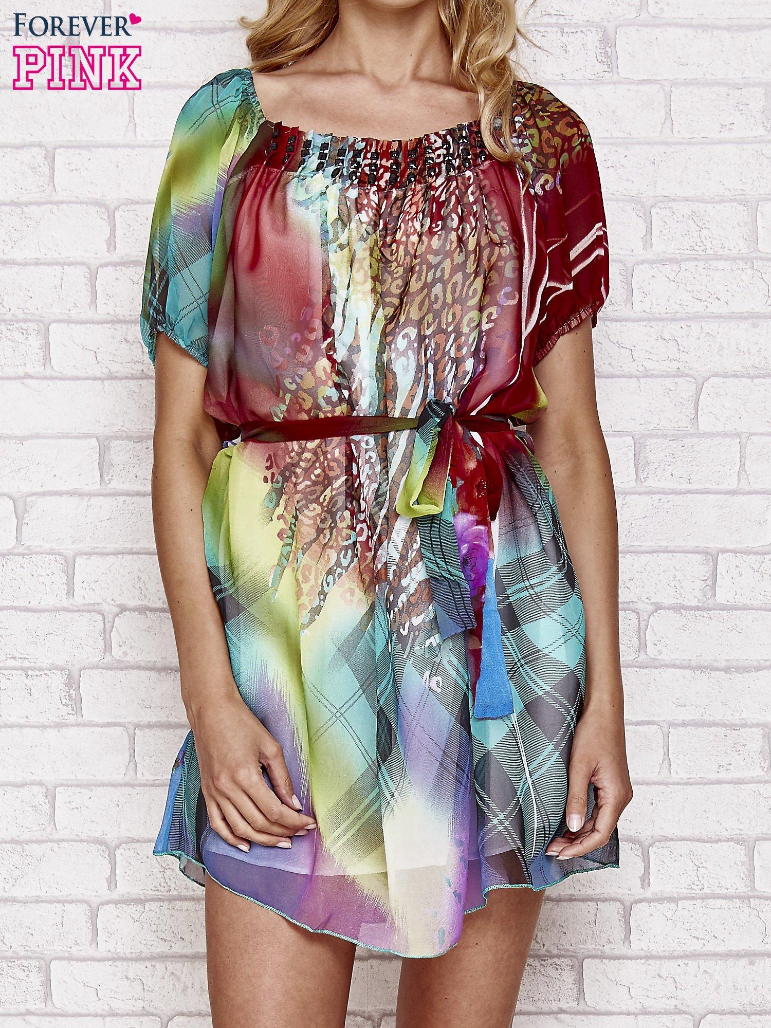 0f8e5f0d Sukienka mgiełka w kolorowe wzory z paskiem i aplikacją