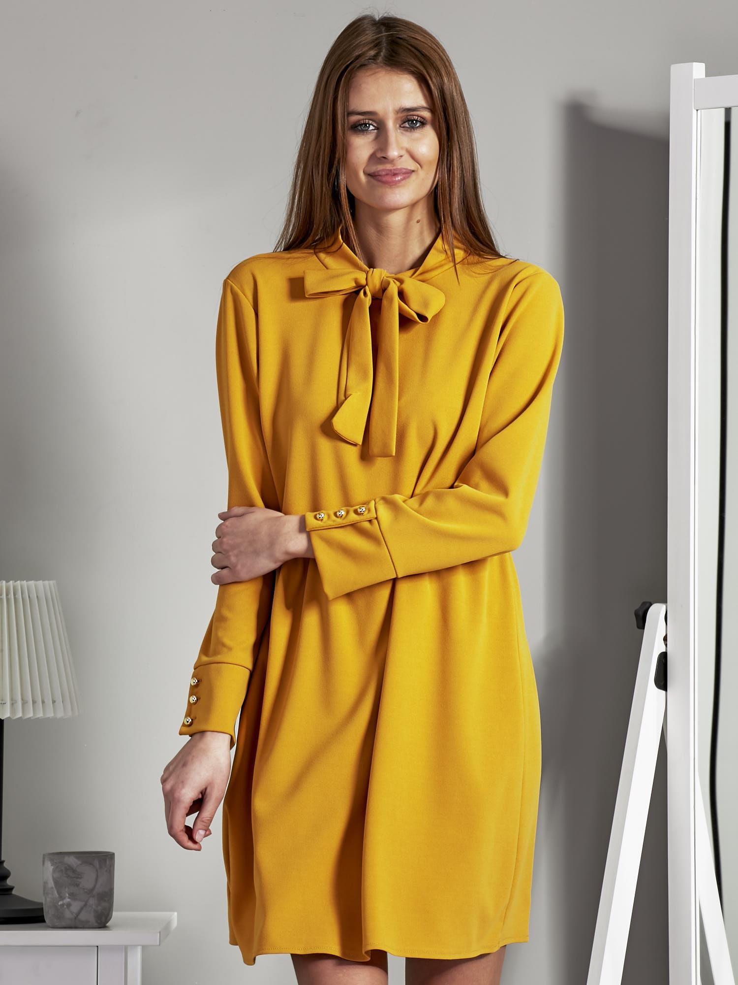 6fd080b3aa Sukienka z wiązaniem i guzikami na mankietach żółta - Sukienka na co ...