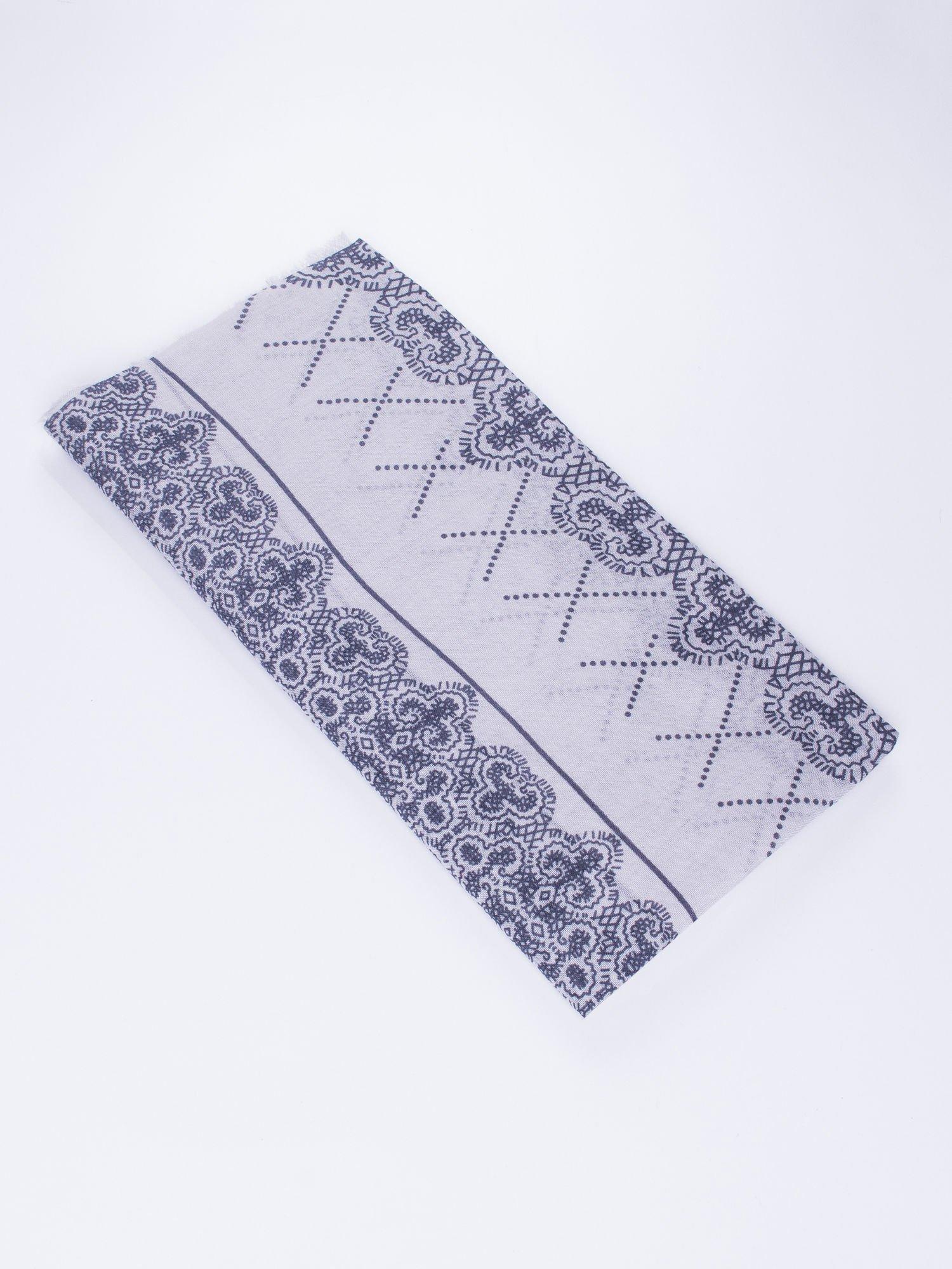 Szara bawełniana chustka w orientalny wzór                                  zdj.                                  3