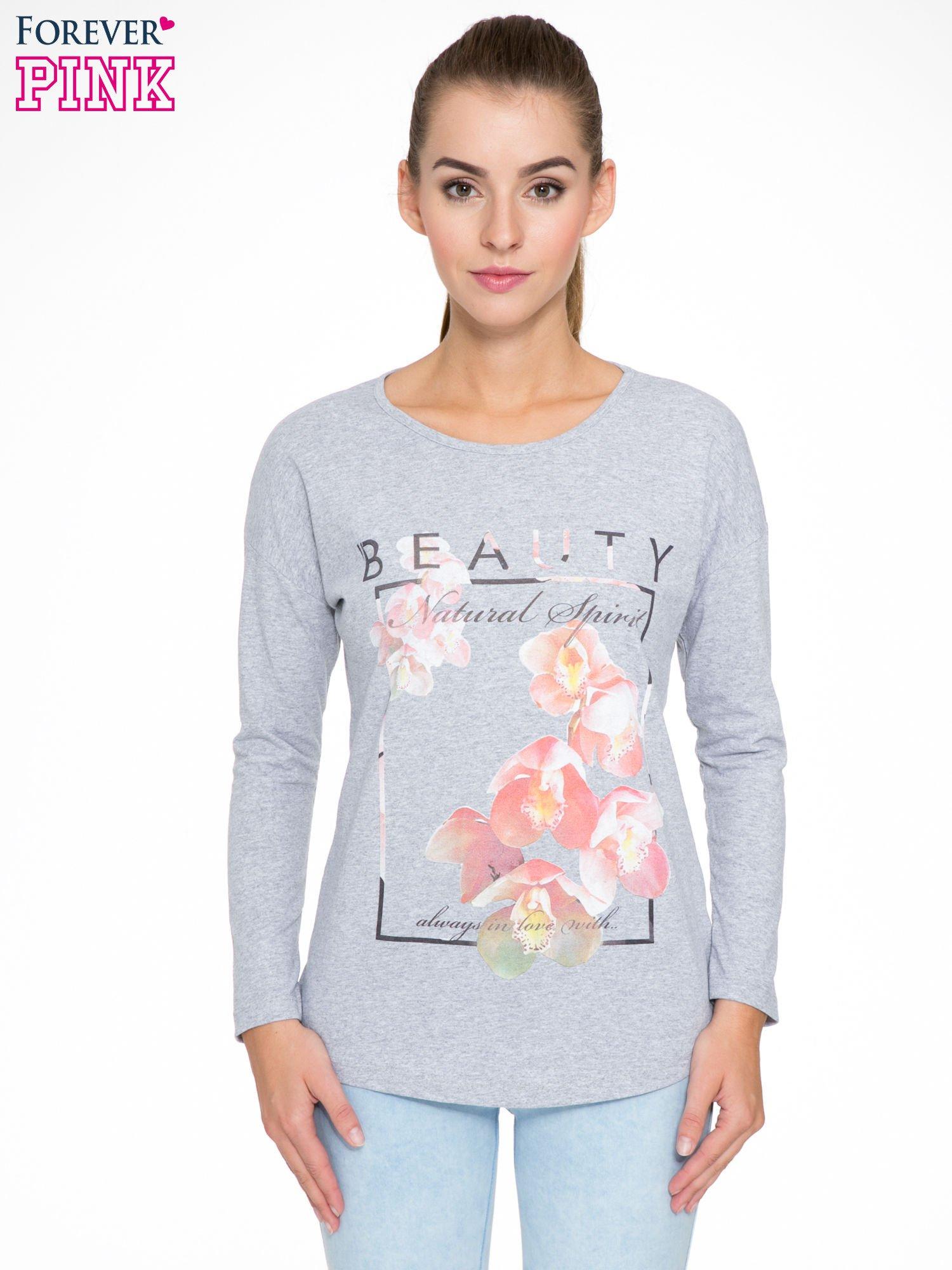 Szara bluzka z nadrukiem kwiatowym i napisem BEAUTY                                  zdj.                                  1