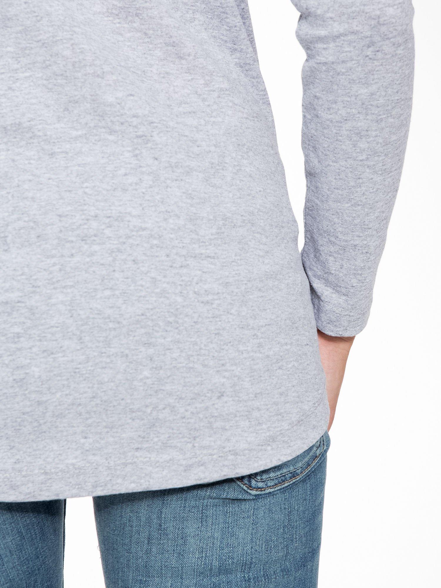 Szara bluzka z nadrukiem wilka i brokatowym napisem WOLF                                  zdj.                                  9