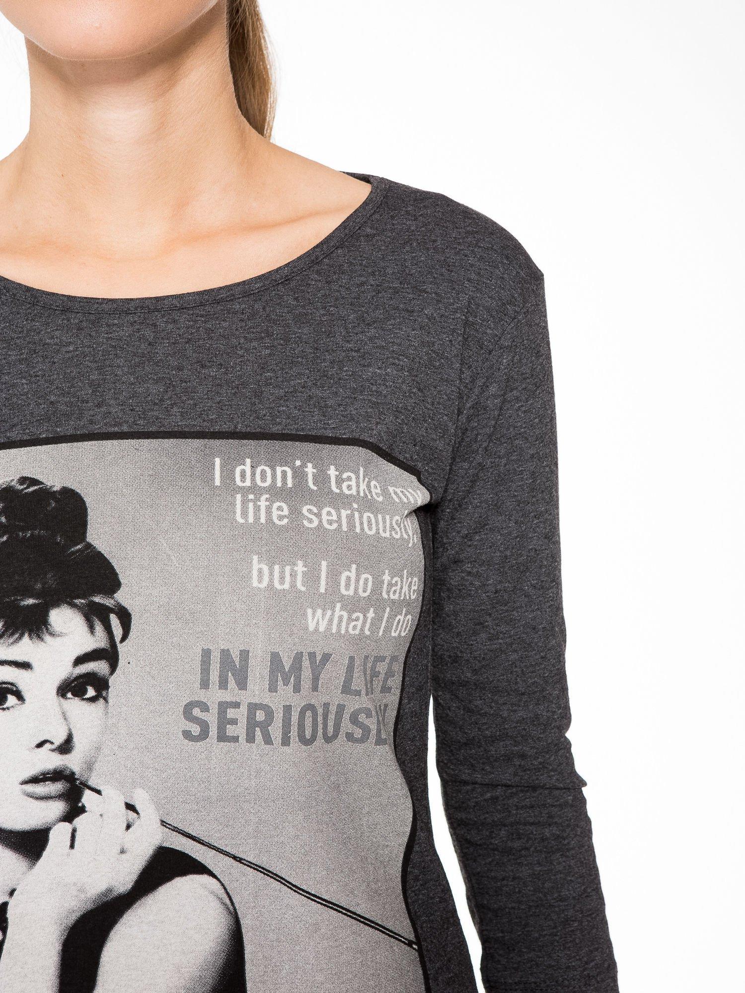 Szara bluzka z portretem Audrey Hepburn                                  zdj.                                  6
