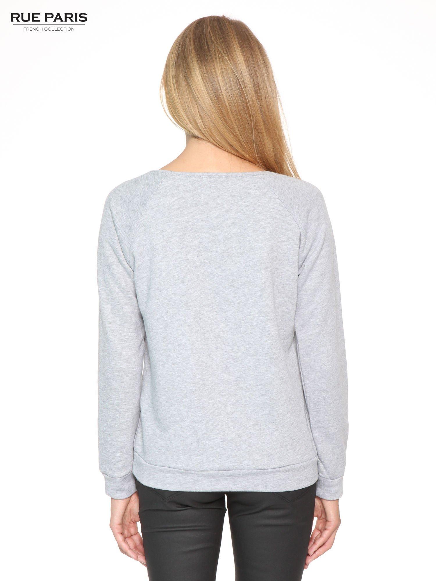 Szara dresowa bluza z koronkową wstawką przy dekolcie                                  zdj.                                  4