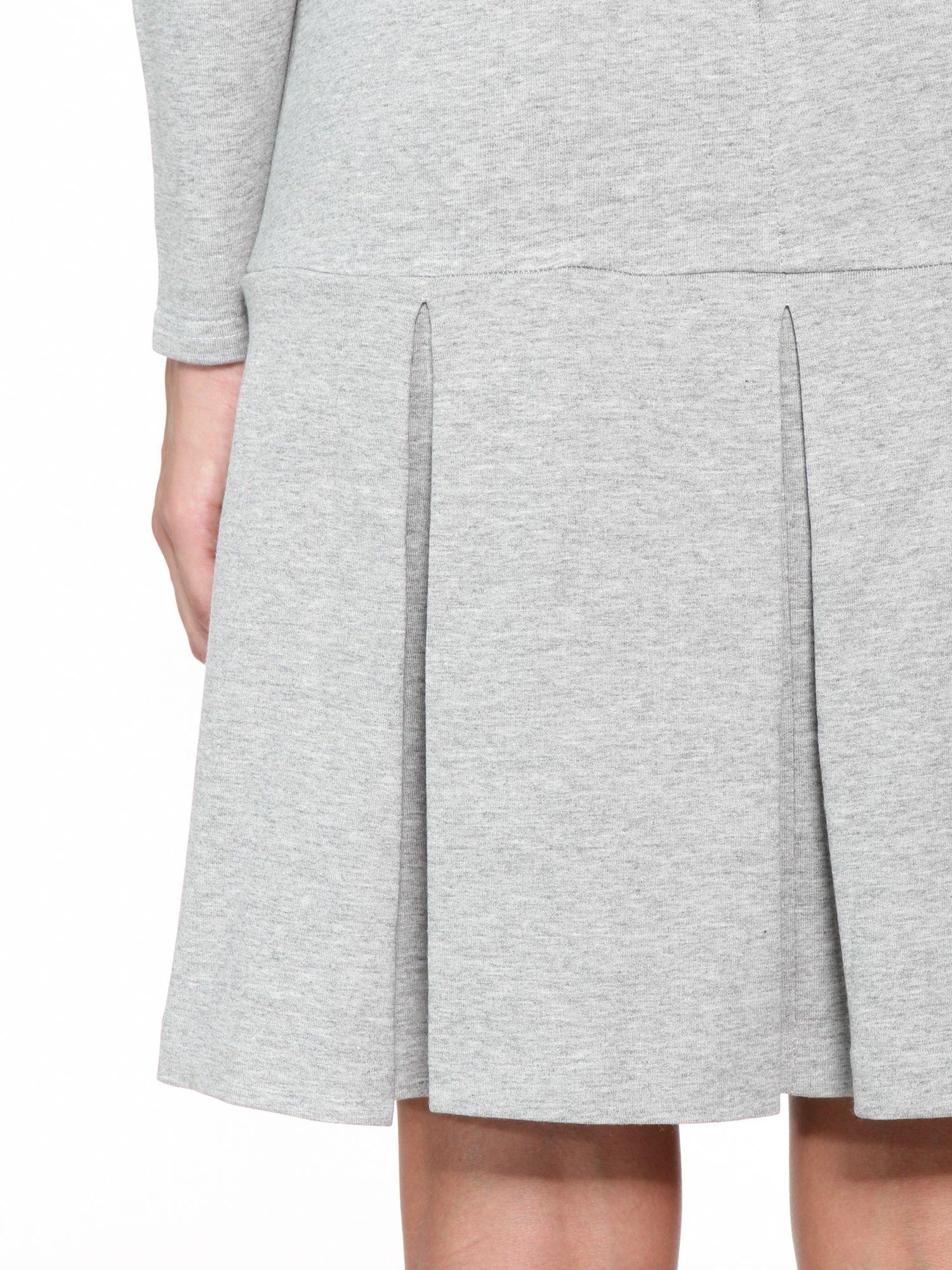 Szara dresowa sukienka z obniżoną talią i kontrafałdami                                  zdj.                                  10