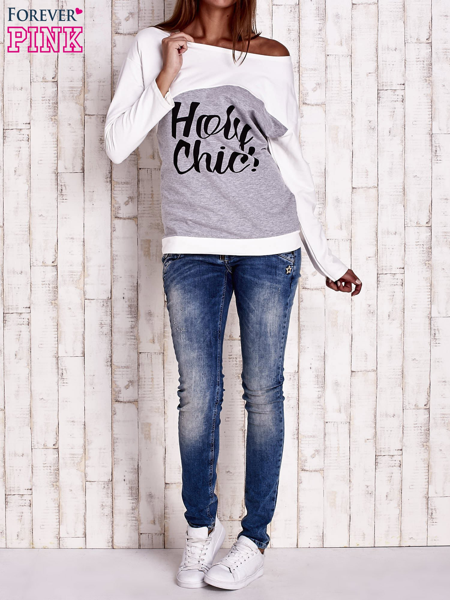Szara-ecru bluza oversize z napisem HOLY CHIC                                  zdj.                                  2