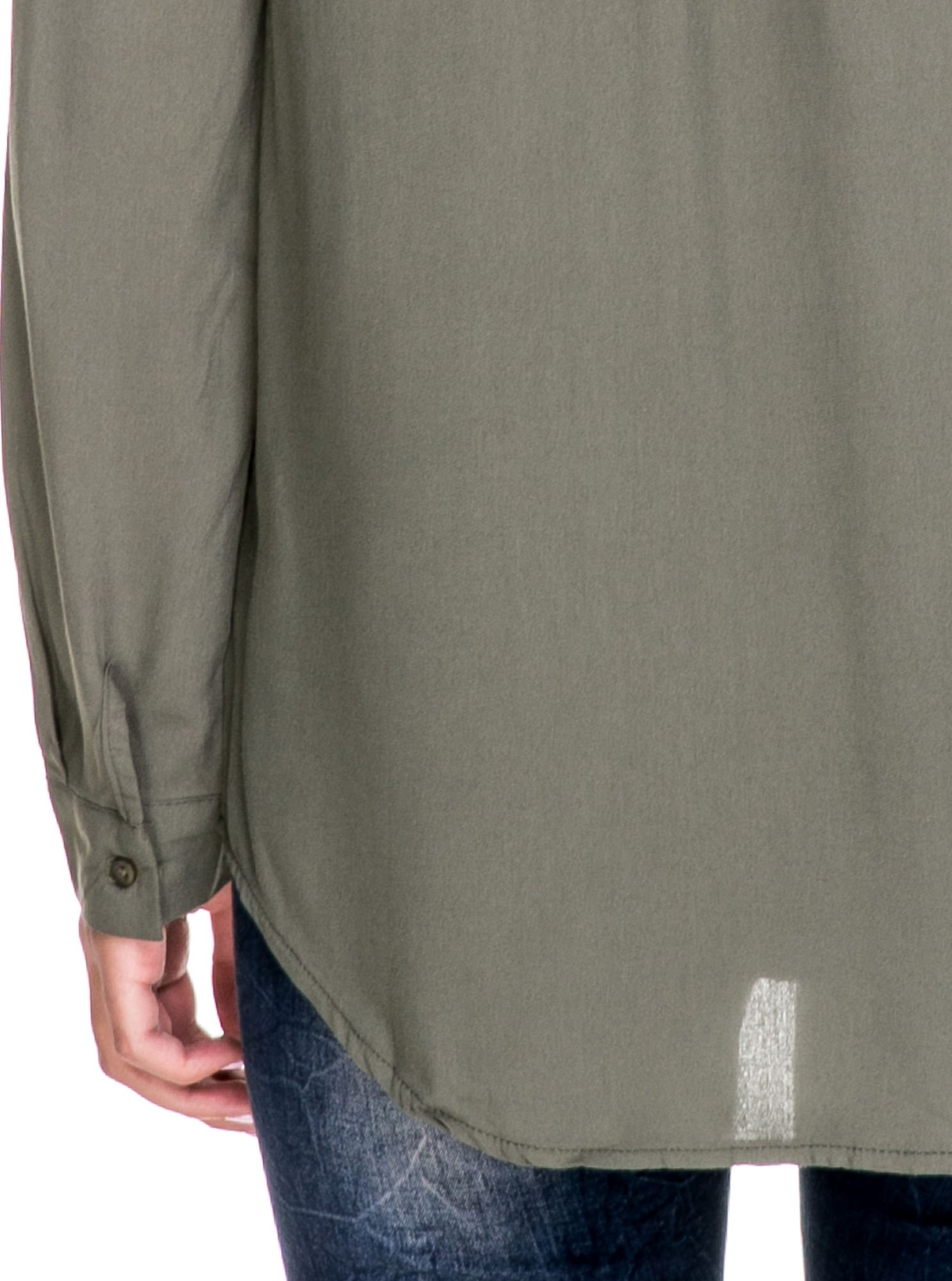 Szara koszula w stylu boho ze wzorzystą listwą i kołnierzykiem                                  zdj.                                  7