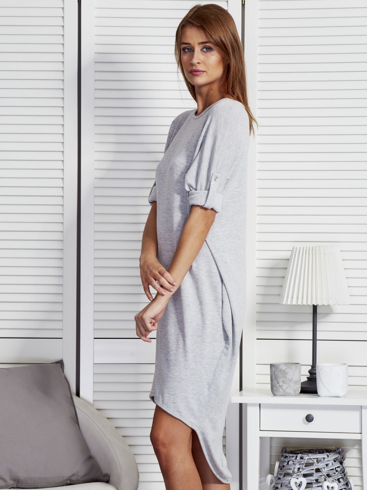 531ddaa3744ea2 Szara luźna sukienka z podwijanymi rękawami - Sukienka na co dzień ...
