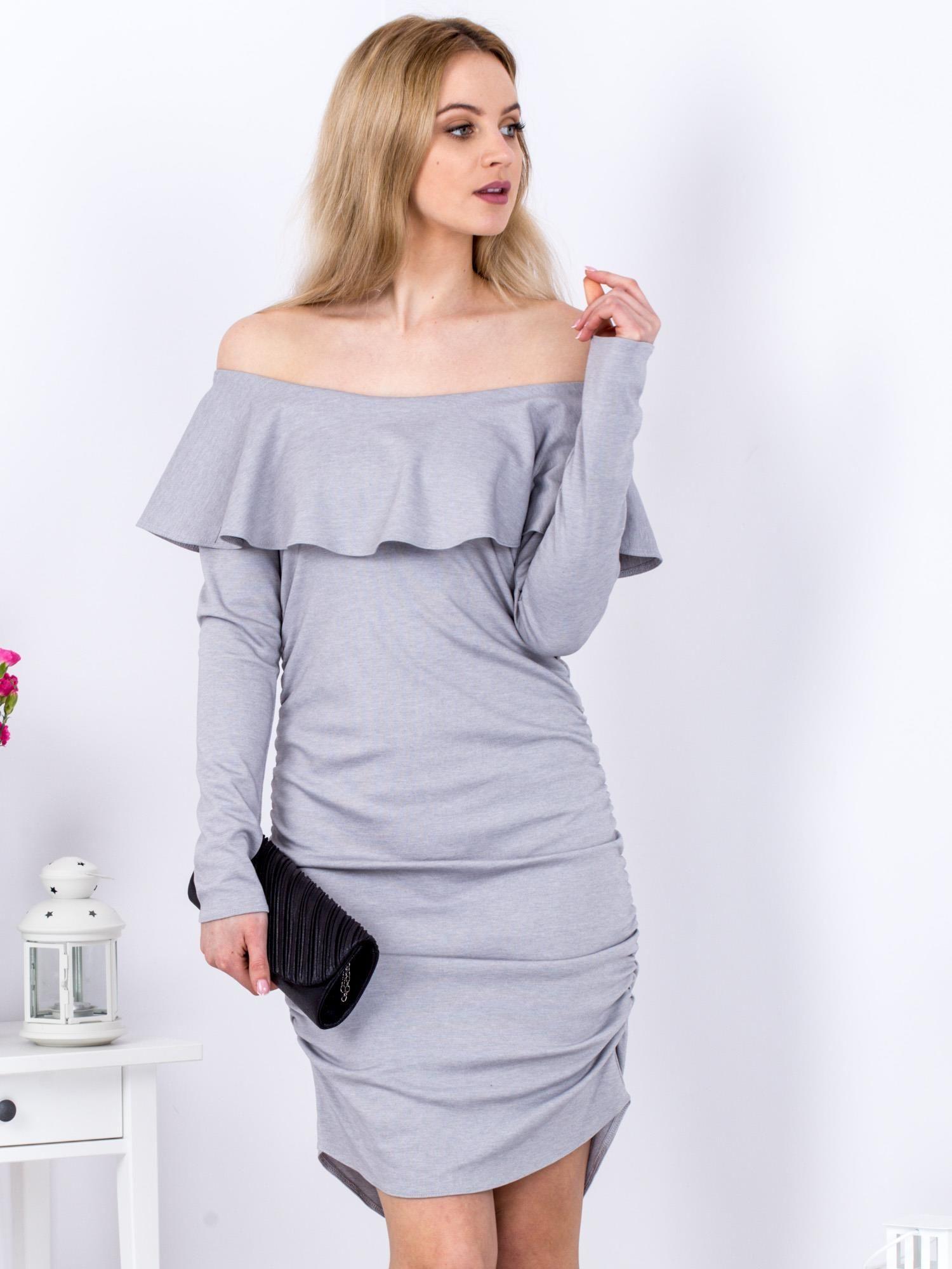 d110c6d9affd Szara marszczona sukienka z dekoltem carmen - Sukienka koktajlowa ...