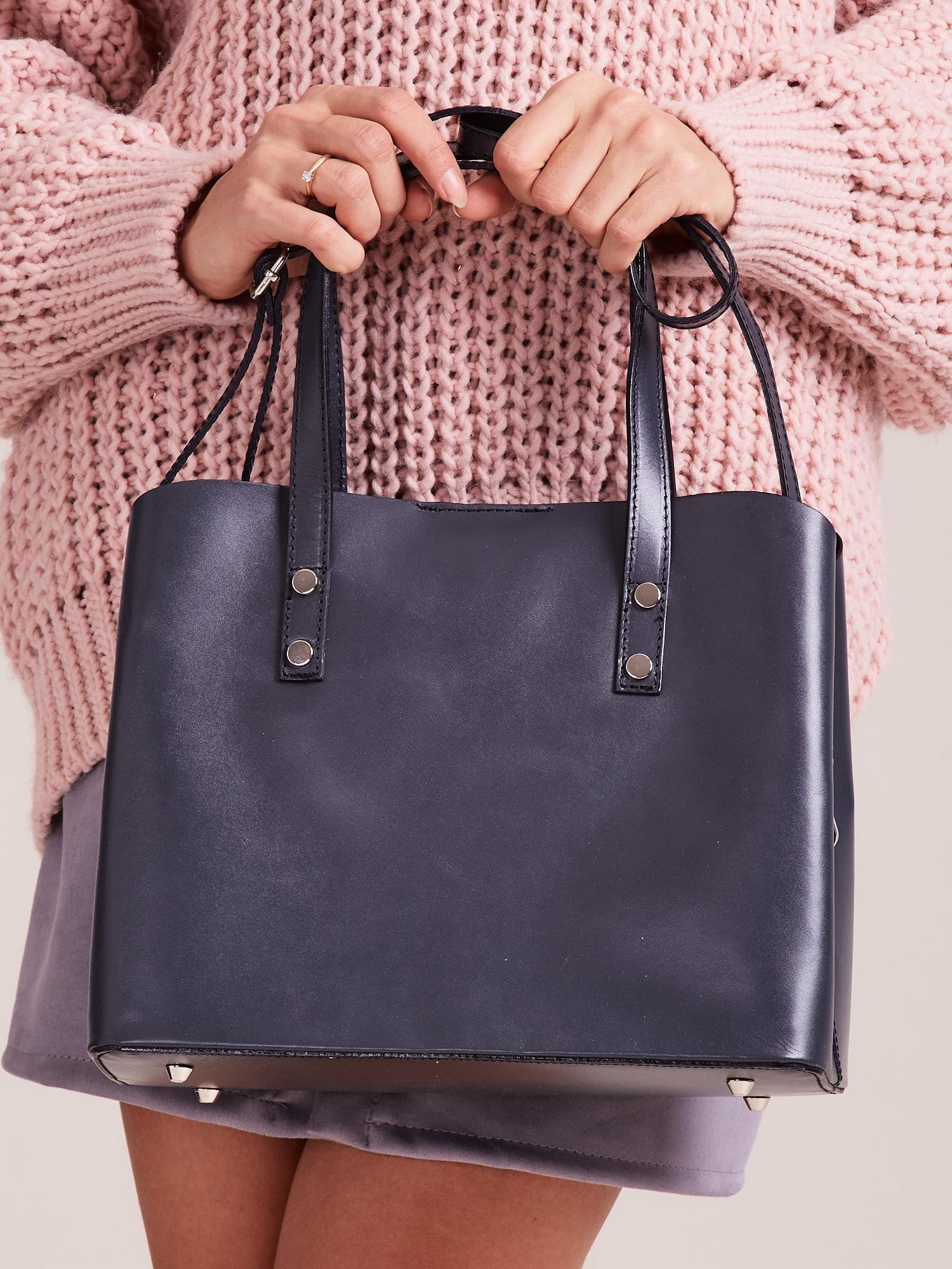 Szara skórzana torebka do ręki z paskiem
