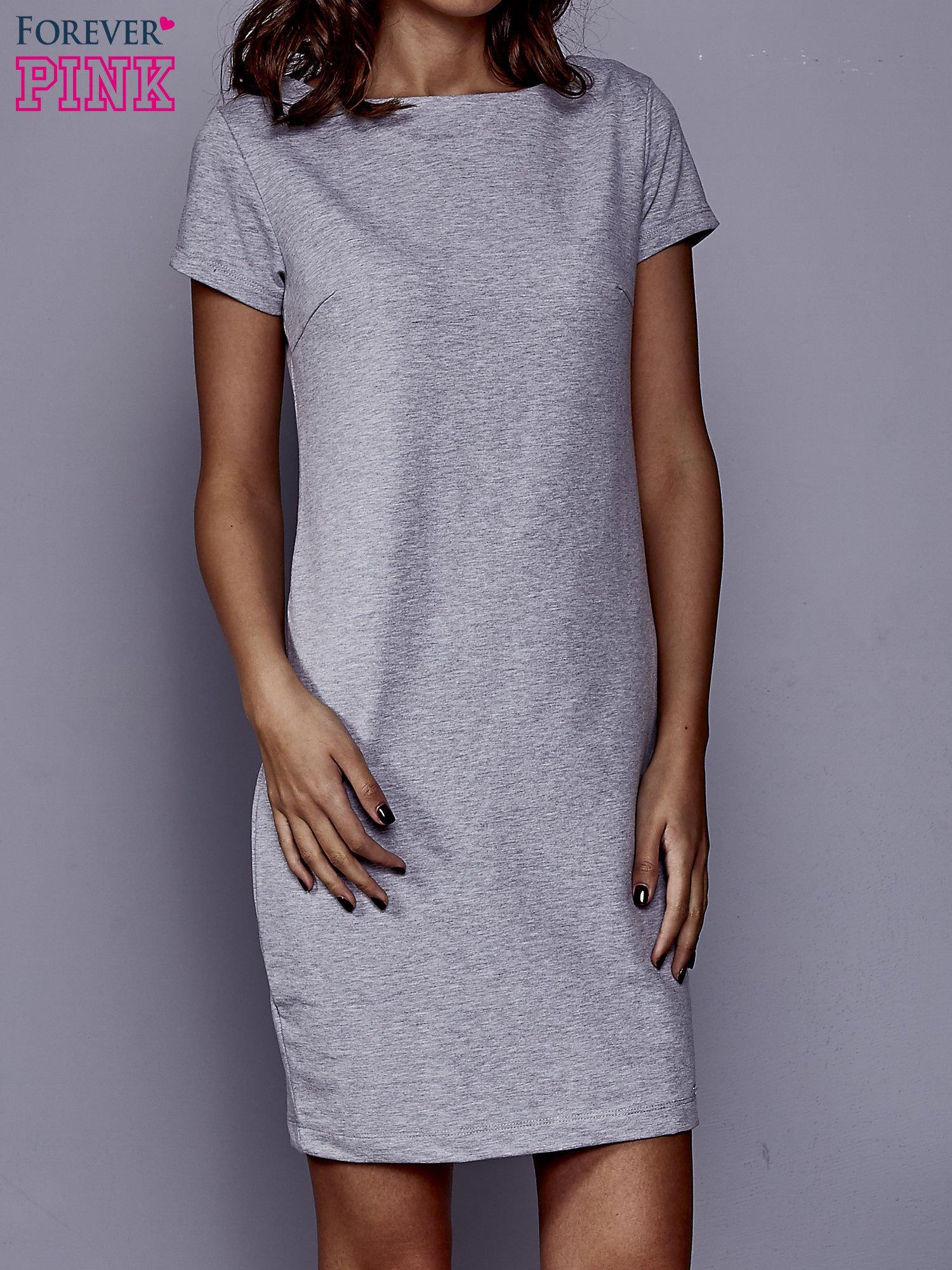 Szara sukienka dresowa o prostym kroju                                  zdj.                                  1