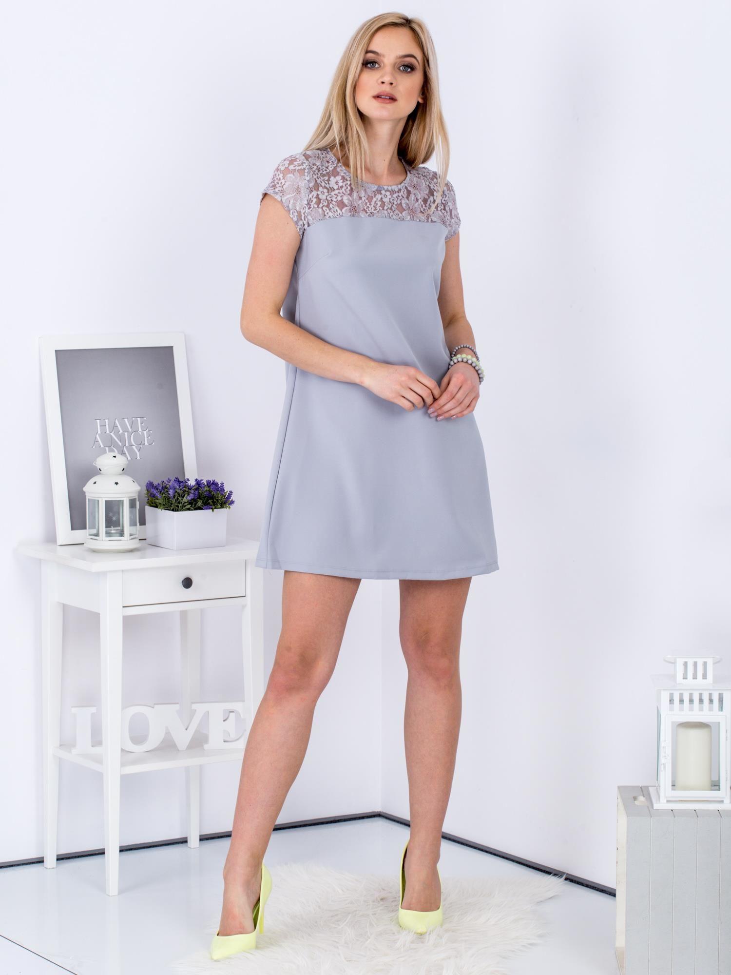 a7e4ca5616 Szara trapezowa sukienka z koronkową górą - Sukienka koktajlowa ...