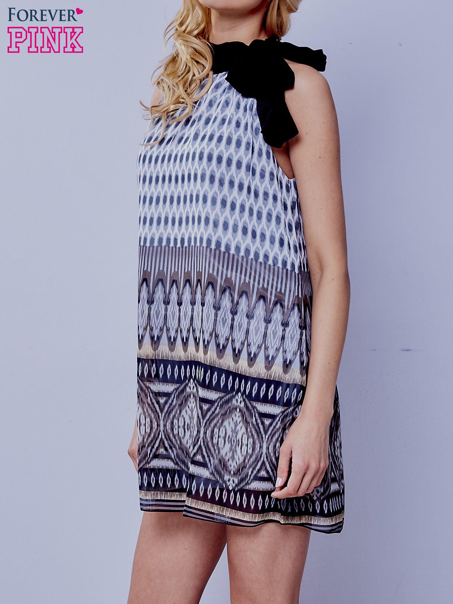 Szara wzorzysta sukienka wiązana na szyi na wstążkę                                  zdj.                                  3