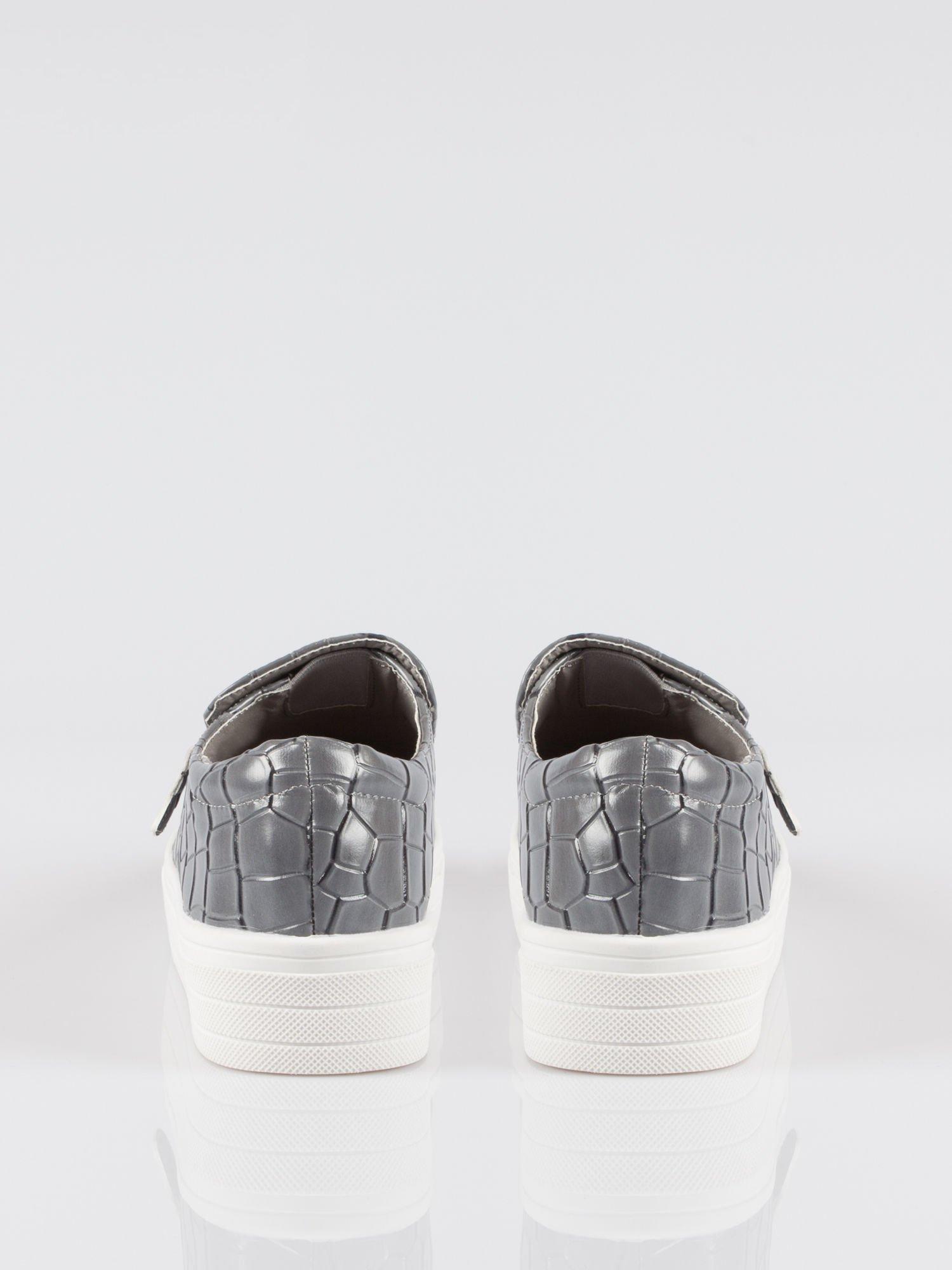 Szare buty slip on ze skóry krokodyla Jill                                  zdj.                                  3
