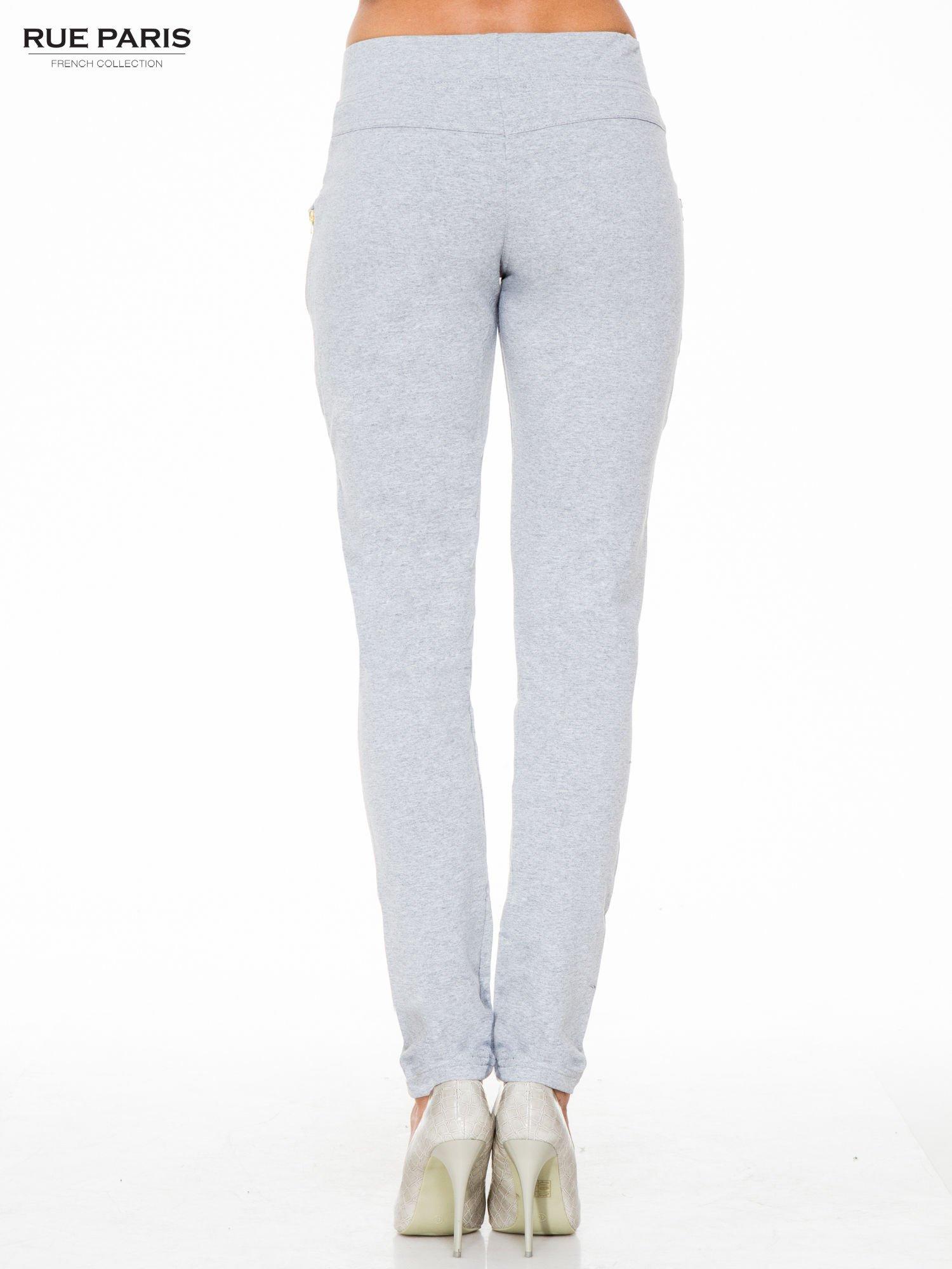 Szare eleganckie spodnie dresowe z dżetami                                  zdj.                                  2