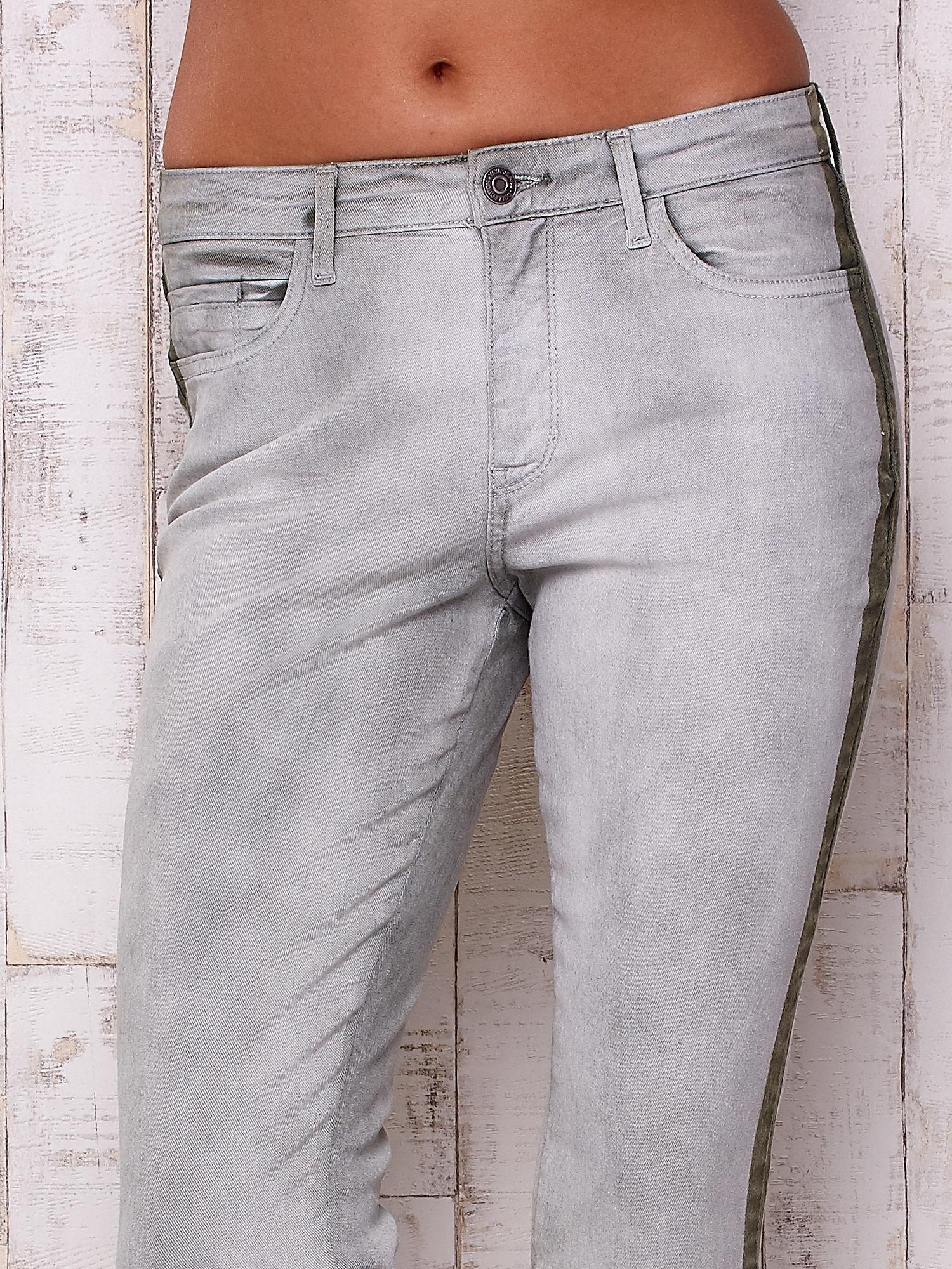 Szare jeansowe spodnie z efektem wytarcia PLUS SIZE                                  zdj.                                  4