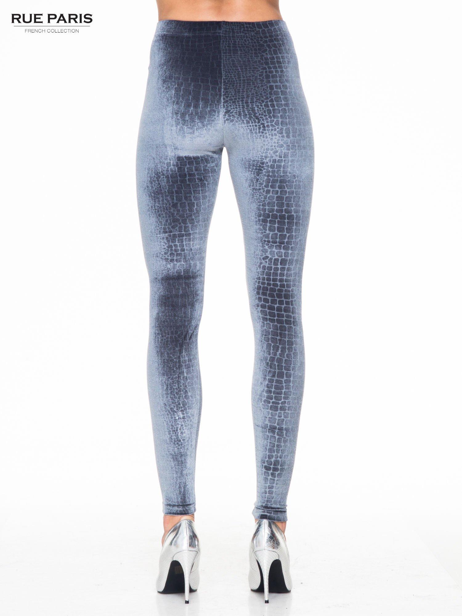 Szare legginsy z efektem skóry krokodyla                                  zdj.                                  4