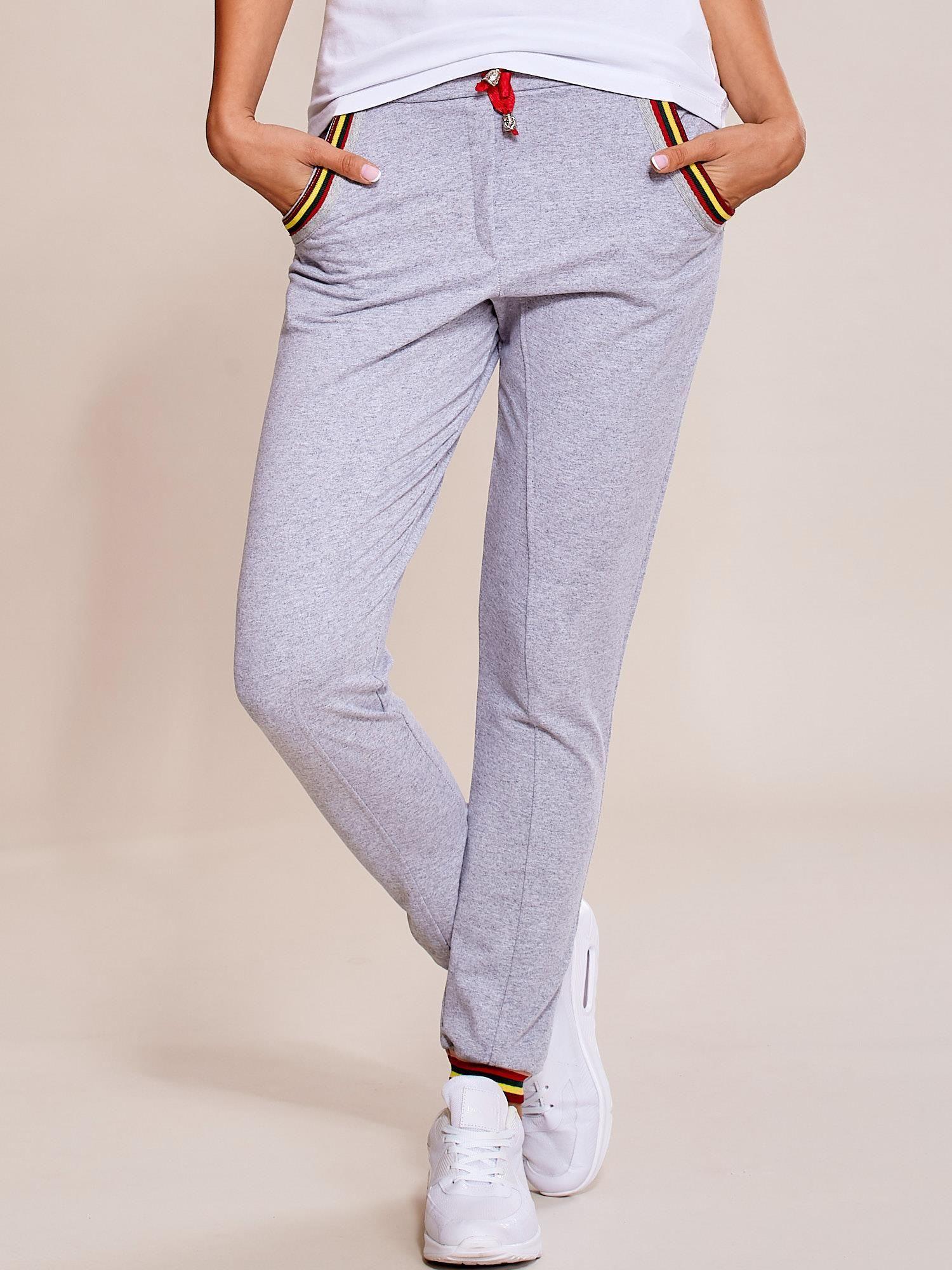 9a74a29940a2d8 Szare spodnie dresowe damskie rurki z kolorowymi ściągaczami ...