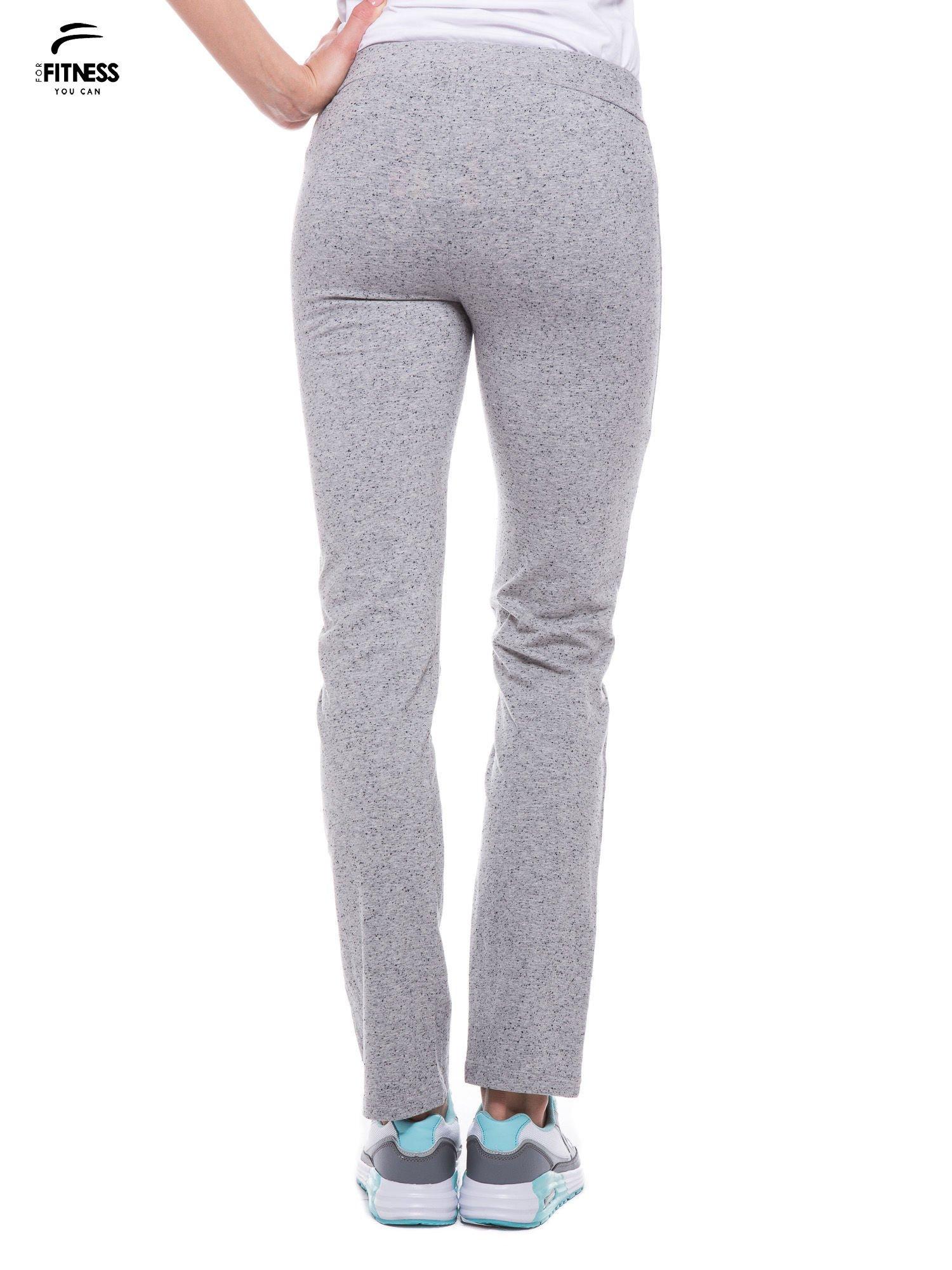 Szare spodnie dresowe wiązane w pasie                                  zdj.                                  3