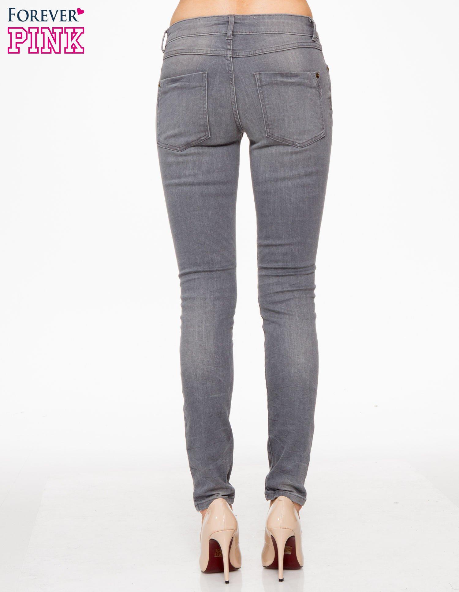 Szare spodnie jeansowe rurki z lekkim cieniowaniem                                  zdj.                                  4