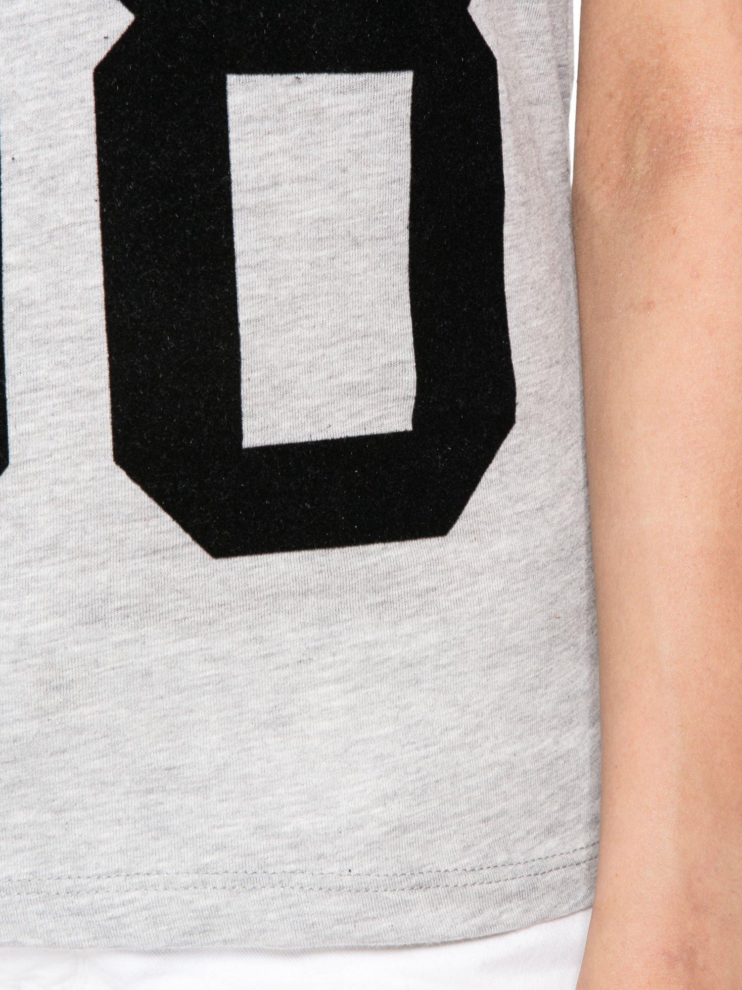 Szaro-czarny t-shirt z nadrukiem FASHION 88                                  zdj.                                  6